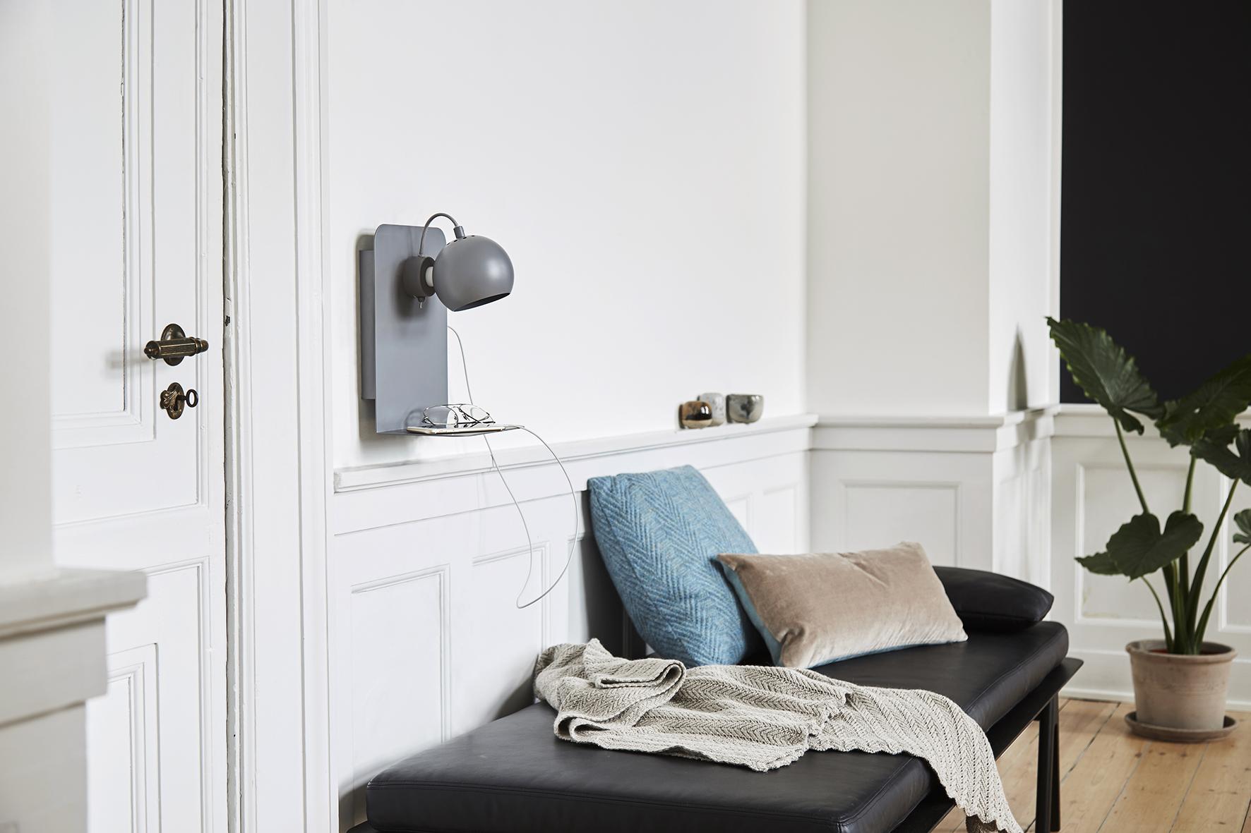 Ball USB wall lamp grey matt - lifestyle Raadhusgade 4016.jpg