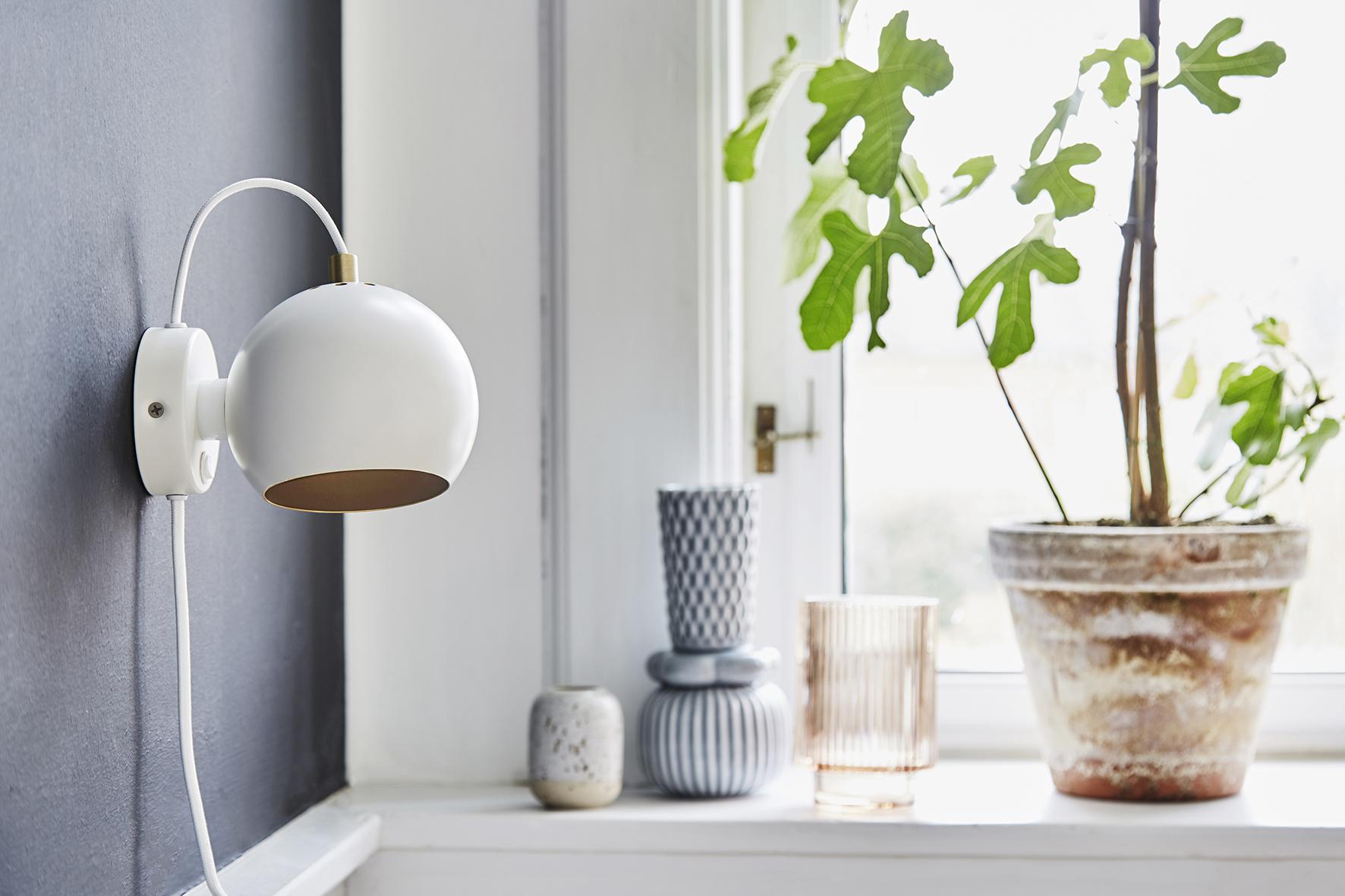 Ball wall lamp anniversary white matt - lifestyle Raadhusgade 4355_V1.jpg