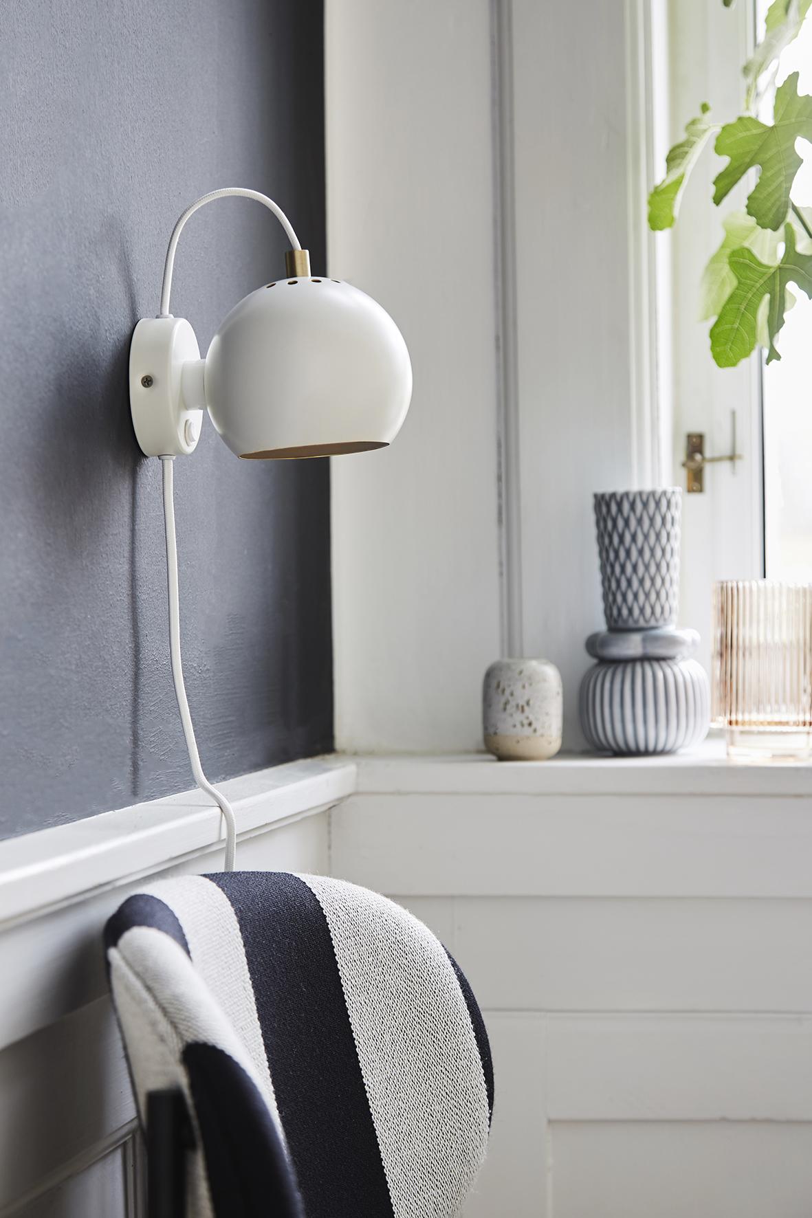 Ball wall lamp anniversary white matt - lifestyle Raadhusgade 4355.jpg