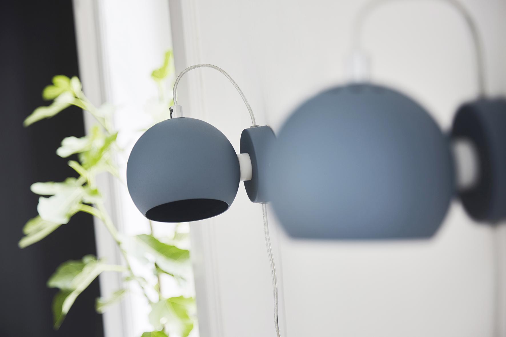 Ball wall lamp blue structure matt - lifestyle Raadhusgade 4750.jpg