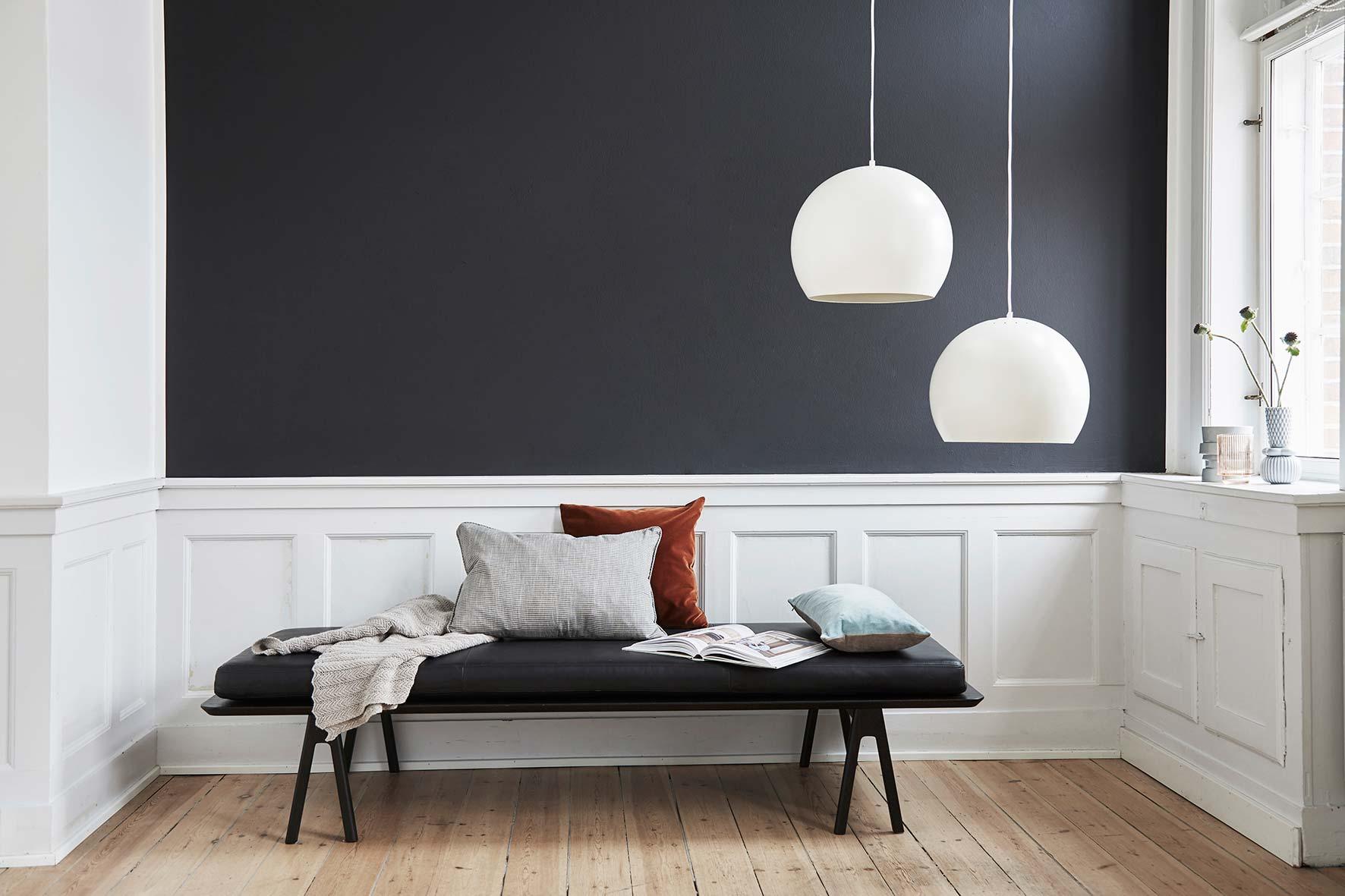 Ball-pendant-40-cm-aluminium-white-matt---lifestyle-Raadhusgade-1530.jpg