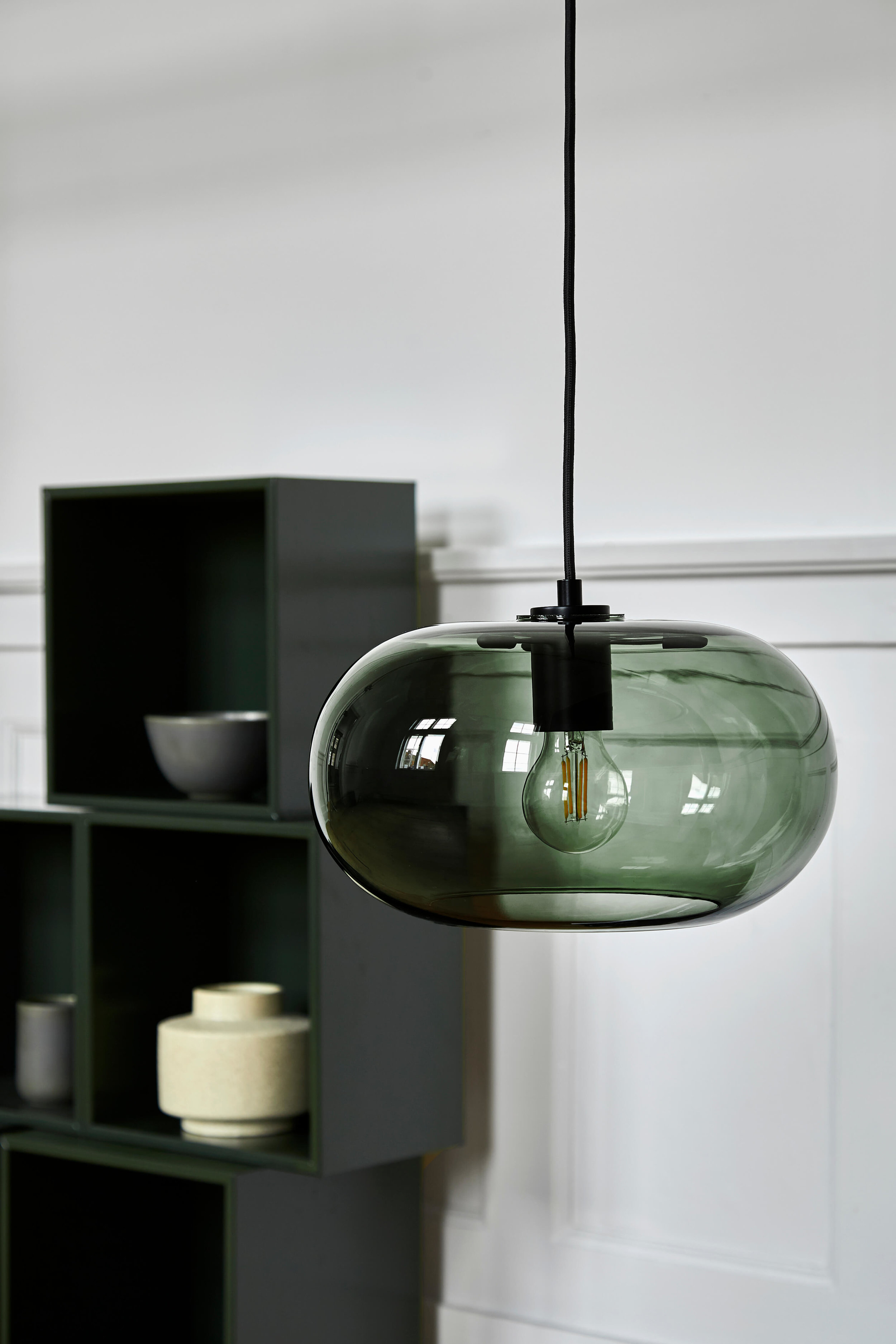 Kobe pendant green glass black socket - lifestyle Raadhusgade 1299_V1.jpg