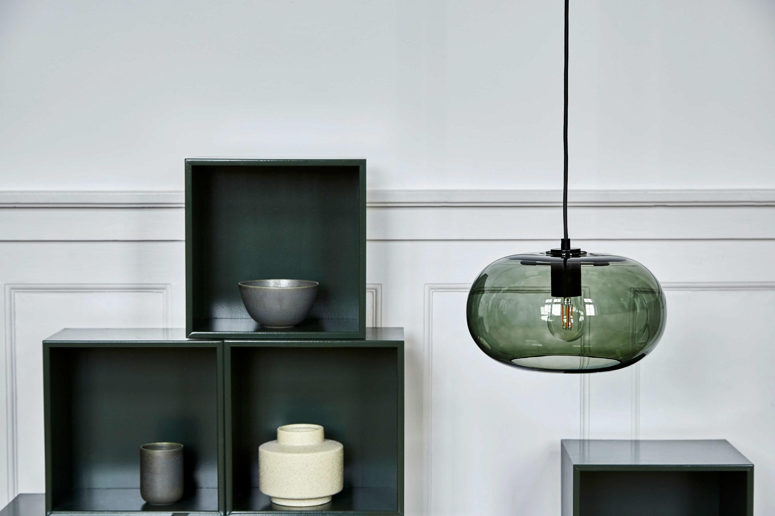 Kobe pendant green glass black socket - lifestyle Raadhusgade 1299.jpg