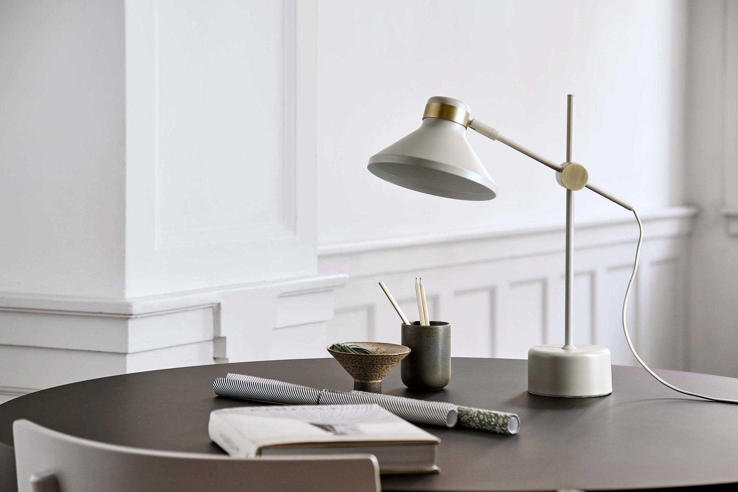 MR-table-lamp-taupe-antique-brass---lifestyle-Raadhusgade-2275.jpg