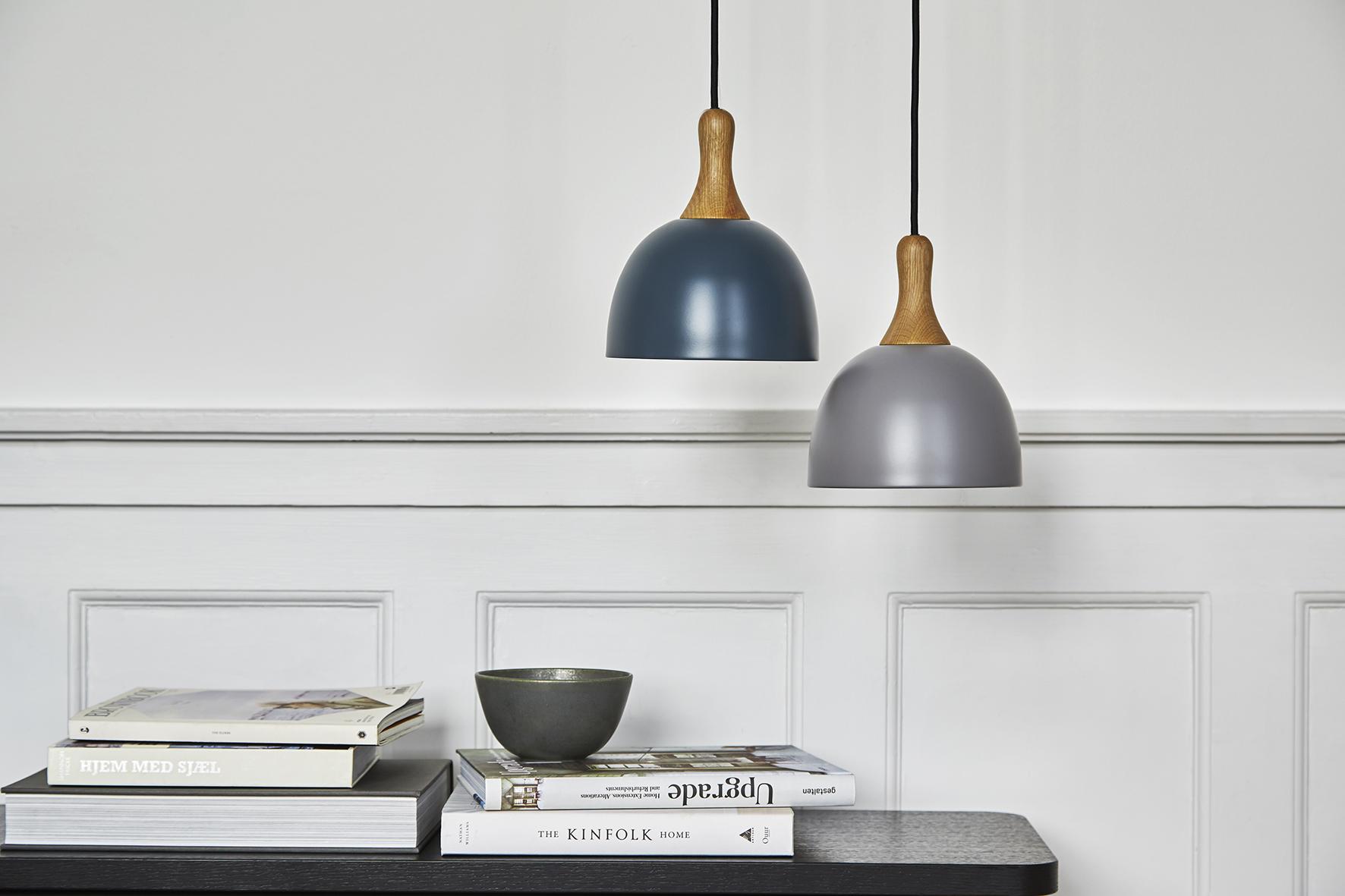 Topp pendant 28 cm blue + grey matt oak fixture - lifestyle Raadhusgade 1399+1546.jpg