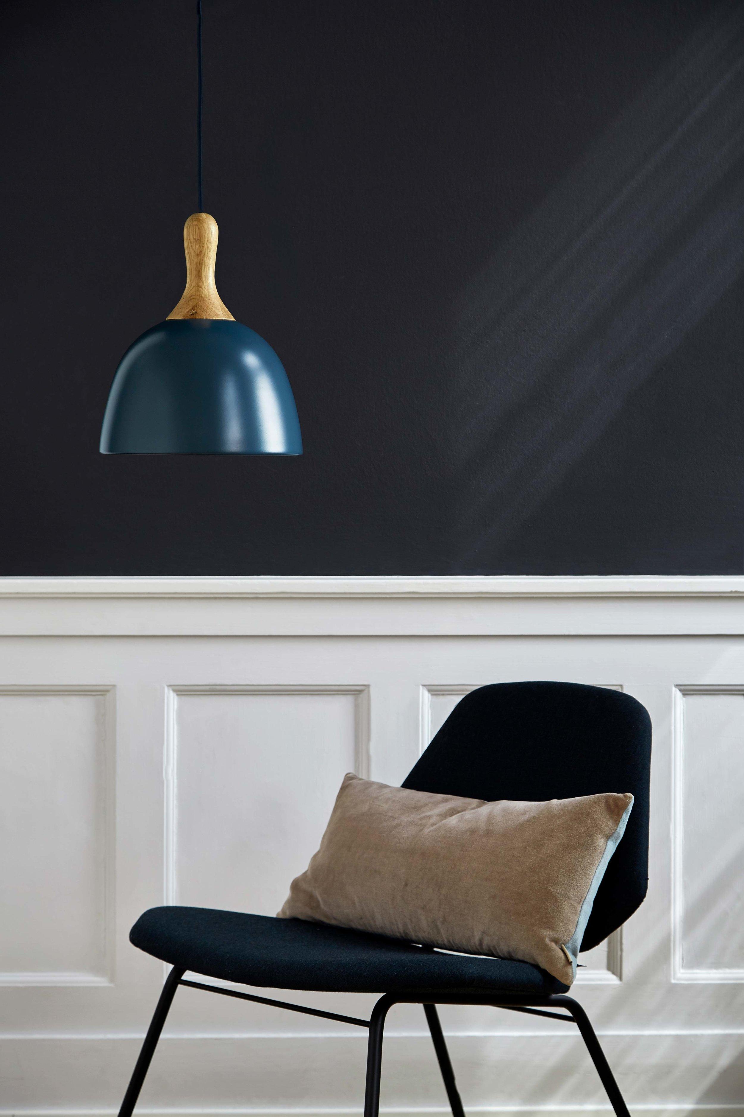 Topp-pendant-17.6-cm-blue-matt-oak-fixture---lifestyle-Raadhusgade-1399.jpg