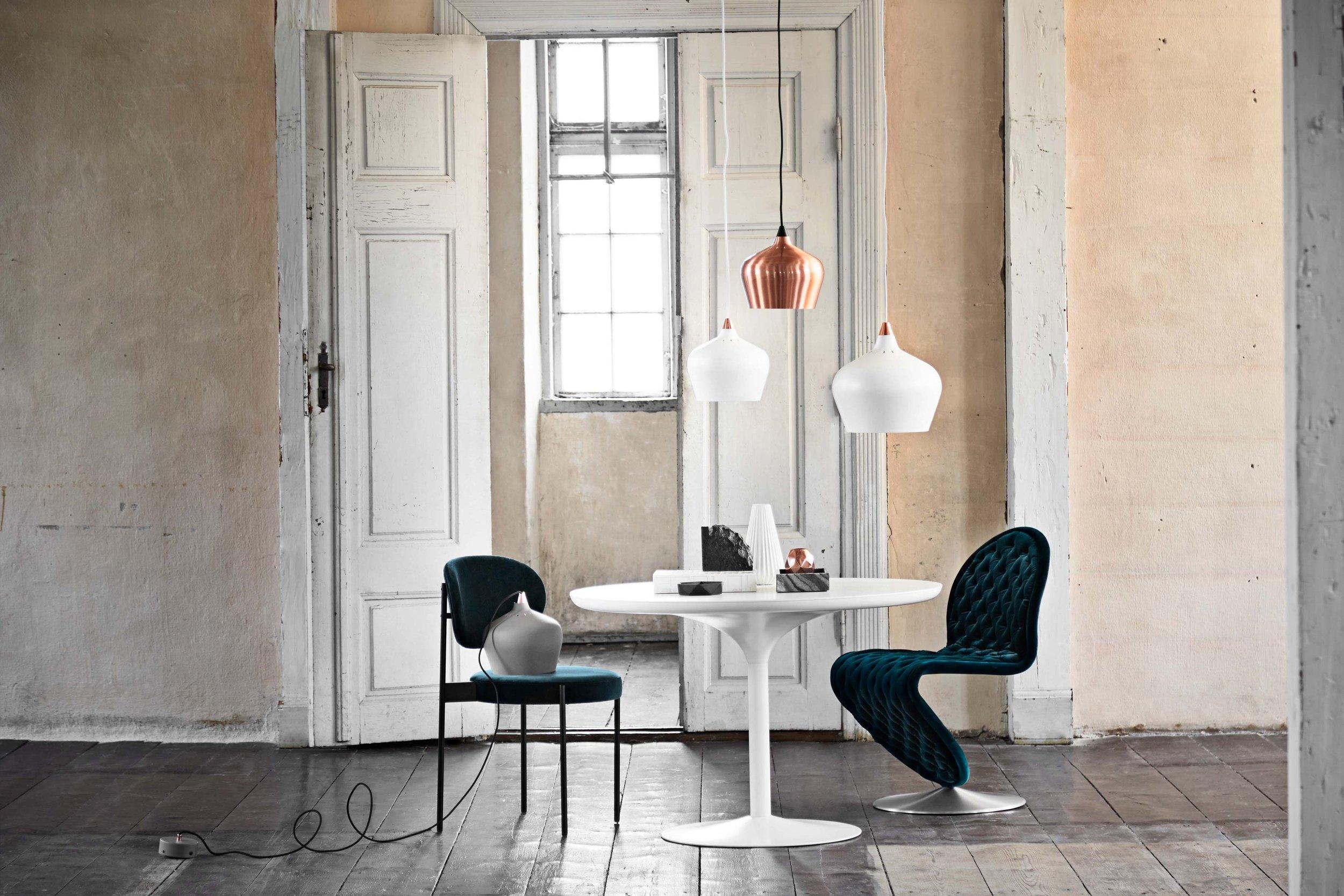 Cohen-pendant-grey-matt-+-white-matt-+-copper---lifestyle-Arsenalgaarden_V1.jpg