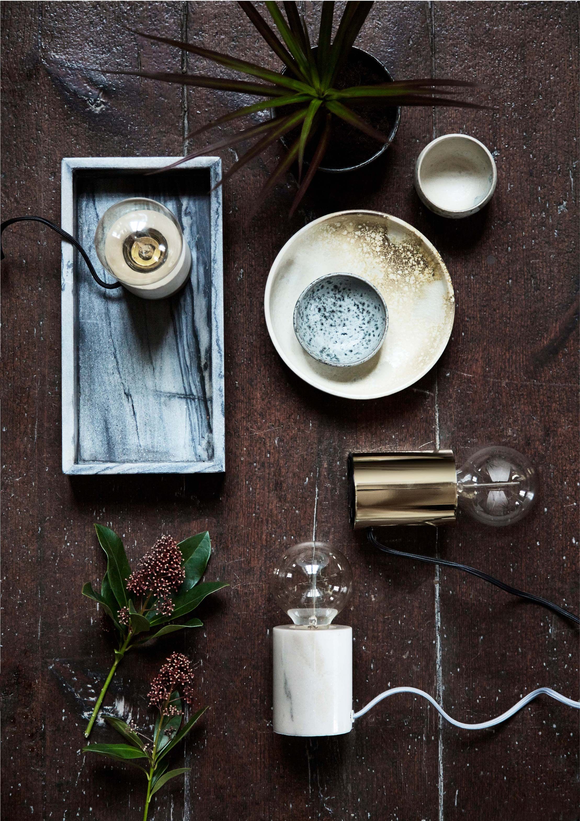 Bristol-table-lamp-white-marble+-brass-glossy---lifestyle-Arsenalgaarden-2086.jpg