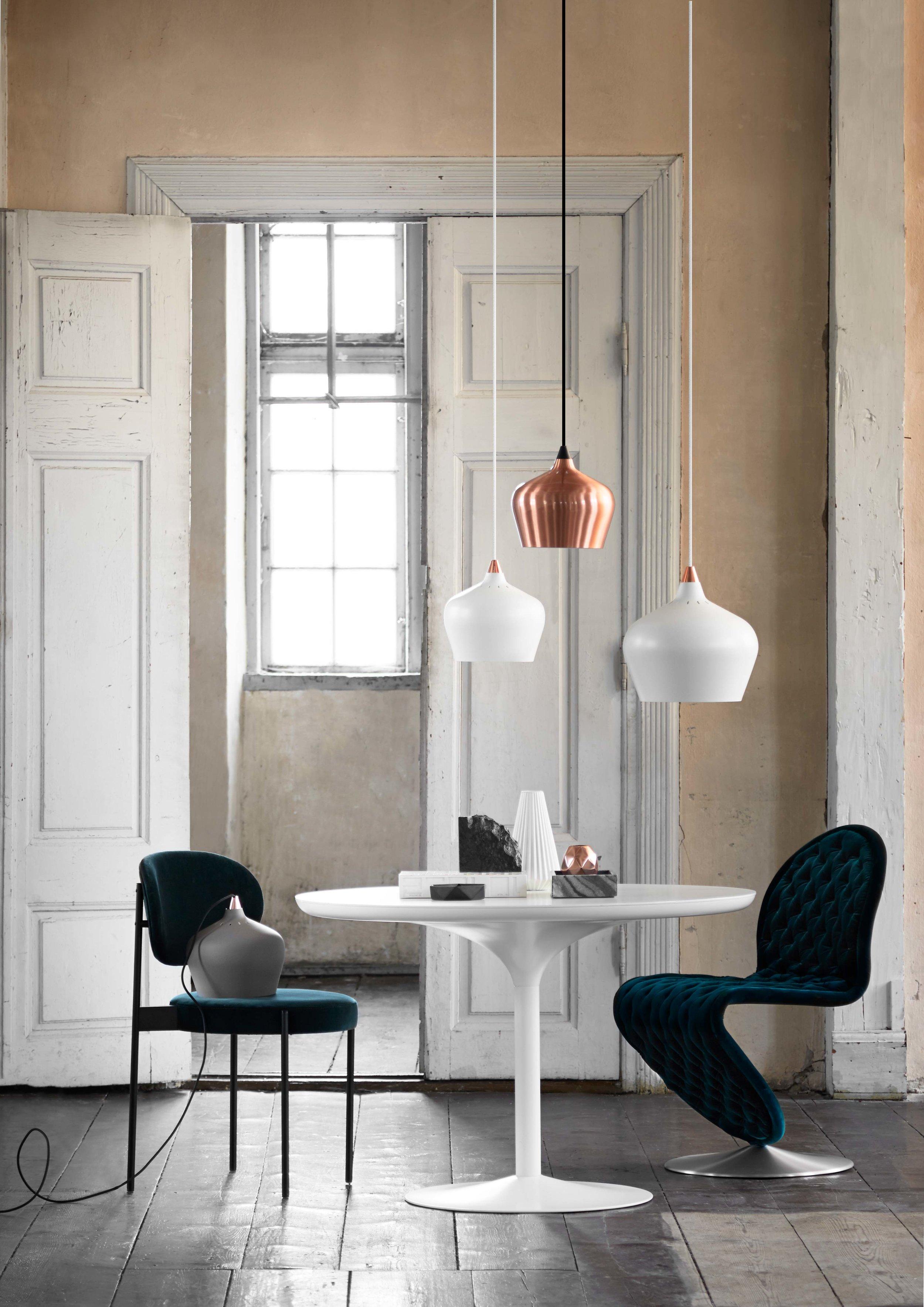 Cohen-pendant-grey-matt-+-white-matt-+-copper---lifestyle-Arsenalgaarden.jpg