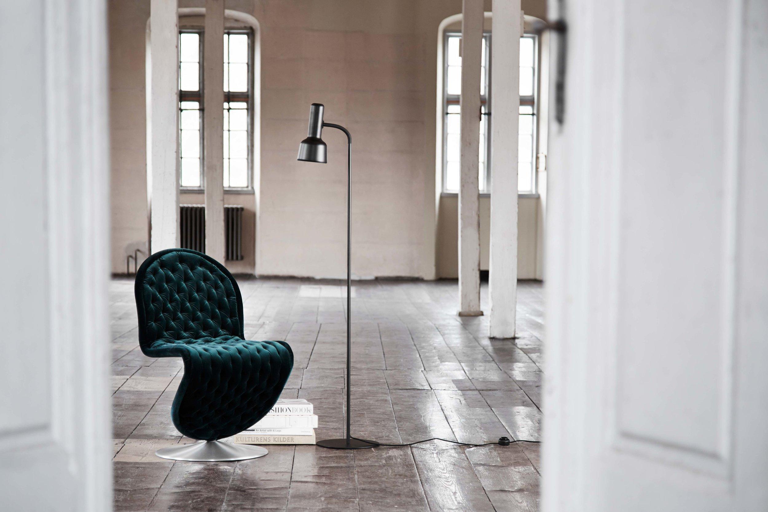 Flex-floor-lamp-black---lifestyle---Randers.jpg