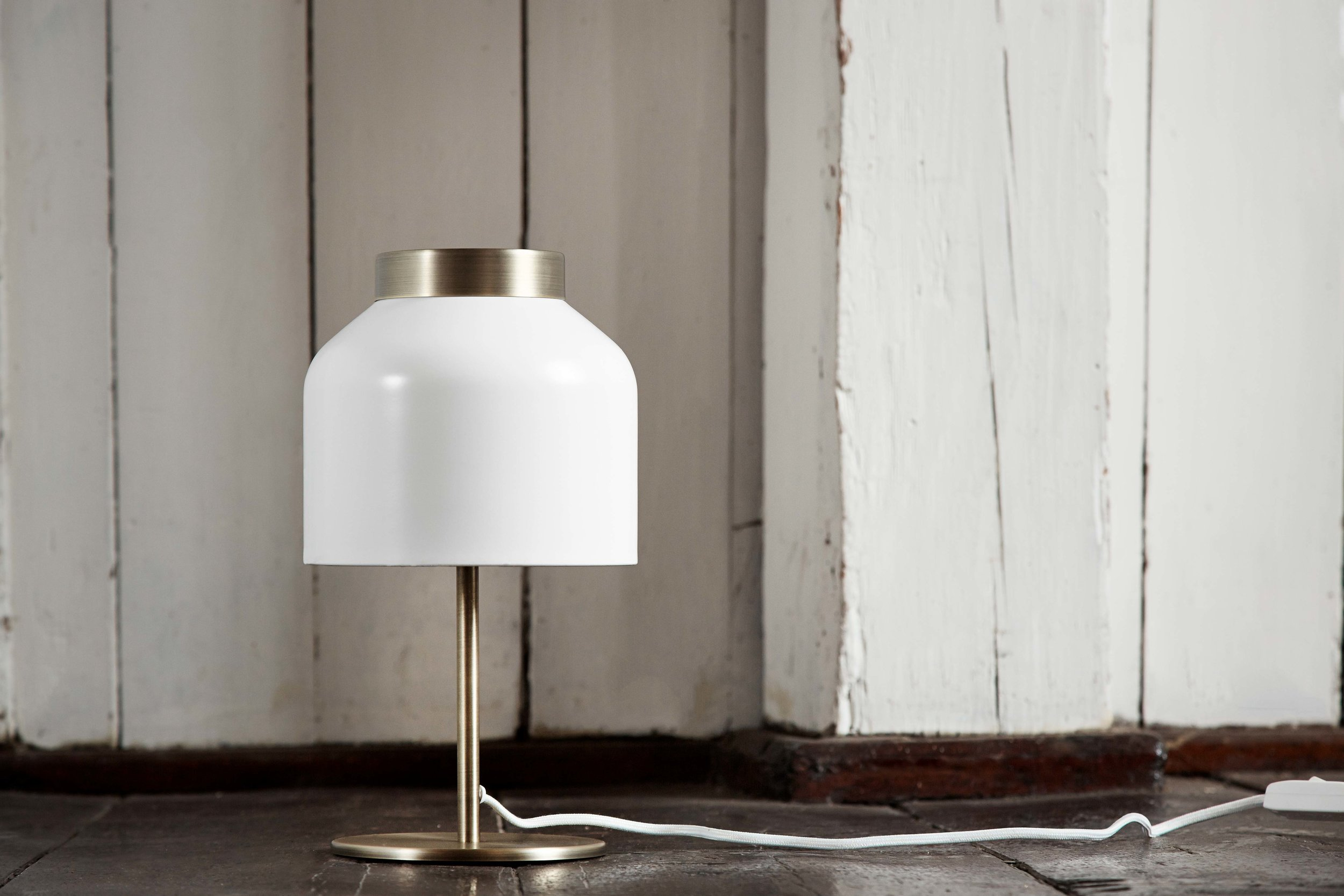 Tricot-table-lamp-white-brass---lifestyle---Randers.jpg