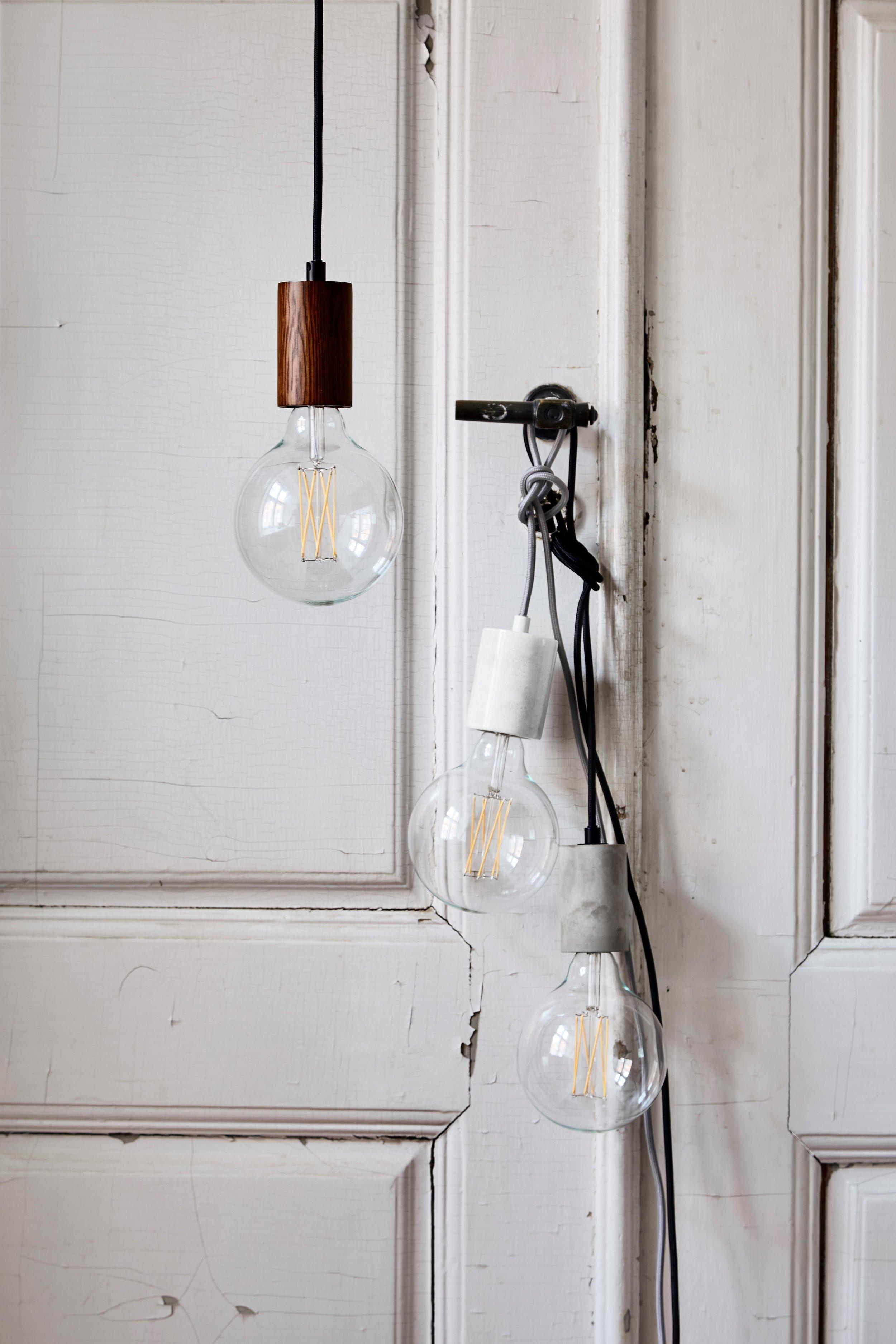 Bristol-pendant-dark-wood-+-white-marble-+-concrete---lifestyle-Tirsbæk-Gods-1484_V1.jpg