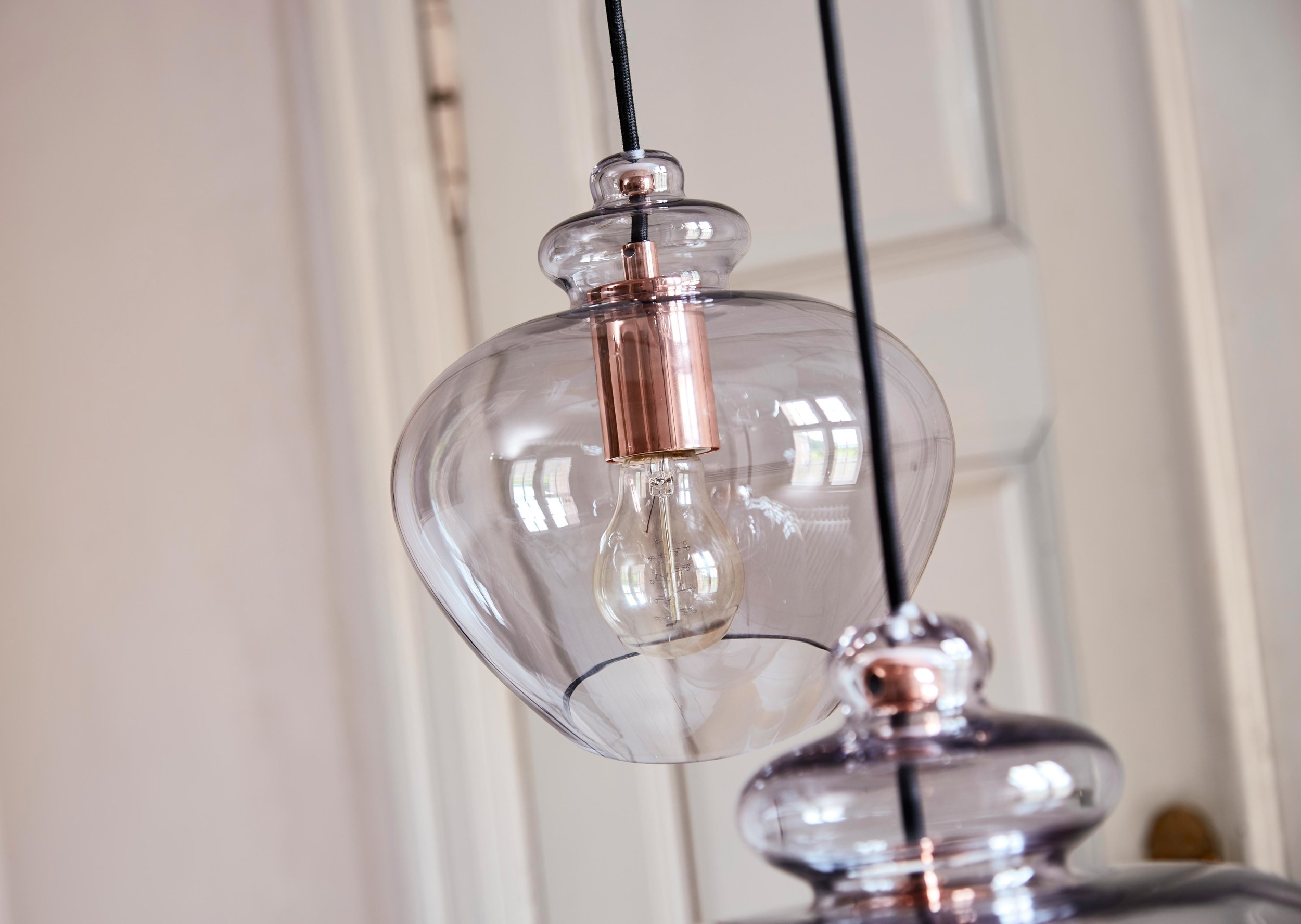 Grace-pendant-pink-glass-copper-socket---lifestyle-closeup-Tirsbæk-Gods.jpg