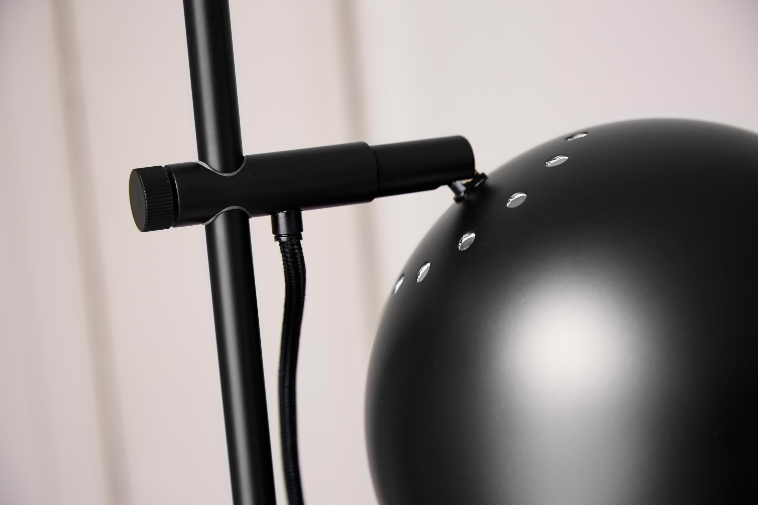 Ball-Double-floor-lamp-black-matt---lifestyle-closeup-Tirsbæk-Gods-63327.jpg