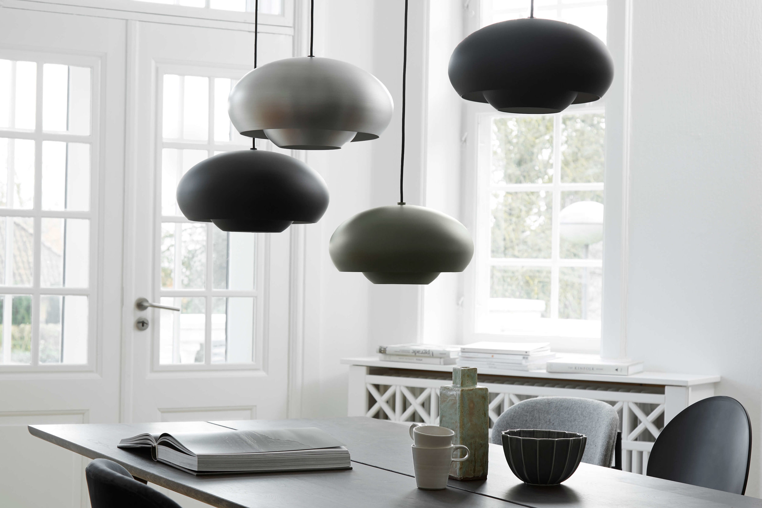 Champ pendant black + green + brushed aluminium - lifestyle Teglgaardsvej 1575+1581.jpg