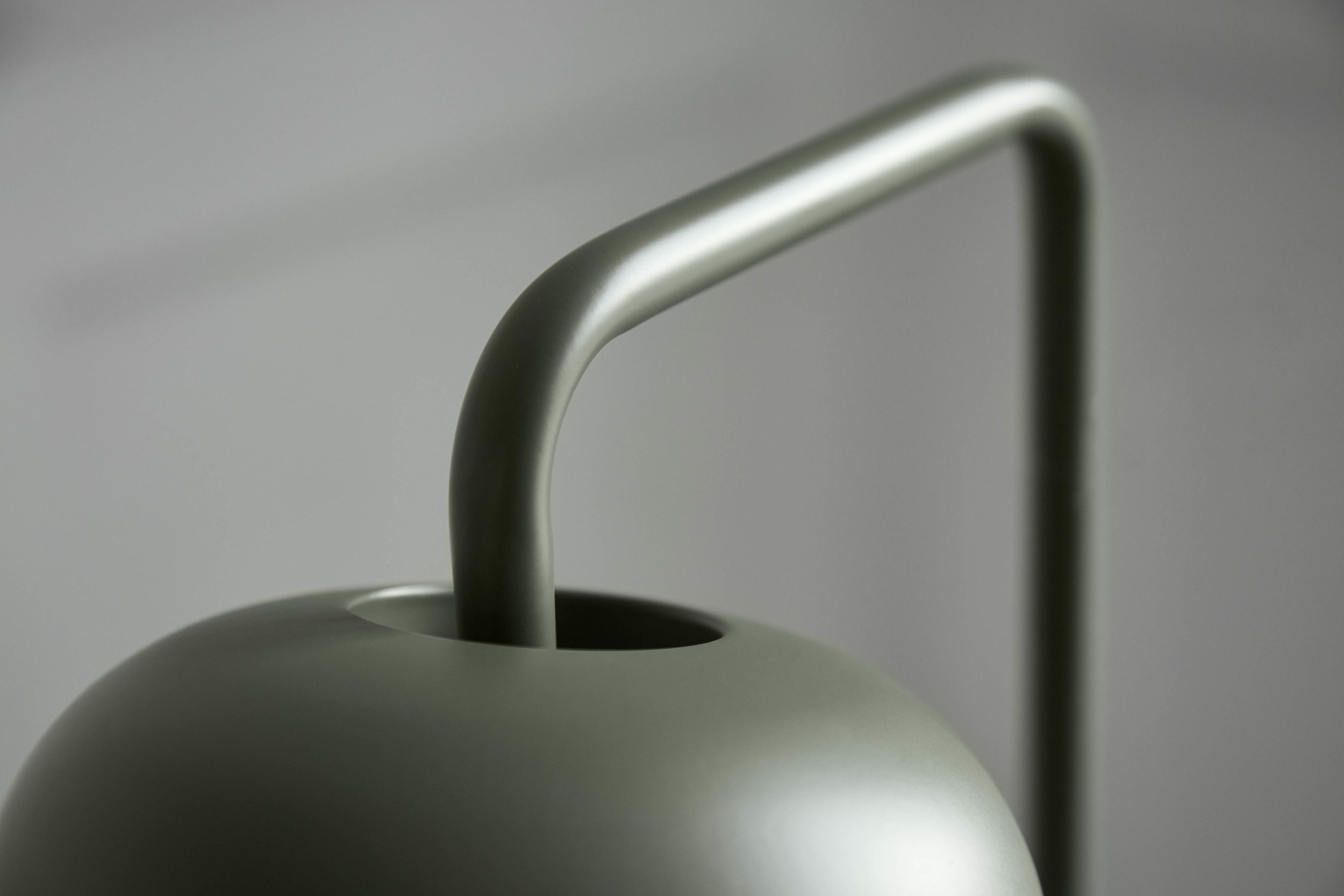 Chill floor lamp green matt - lifestyle closeup Teglgaardsvej 3303.jpg