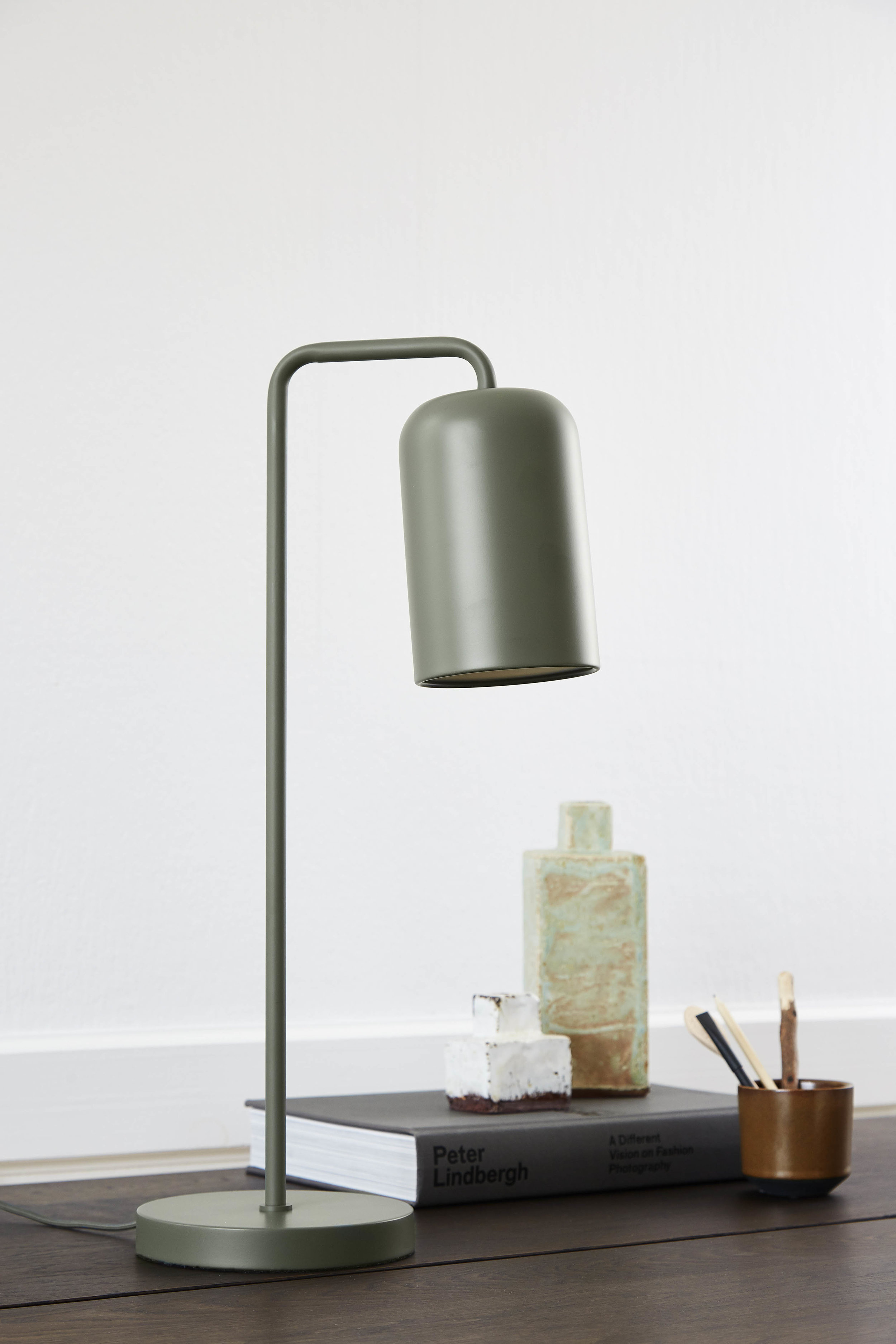 Chill table lamp green matt 2303 - lifestyle Teglgaardsvej 2303.jpg
