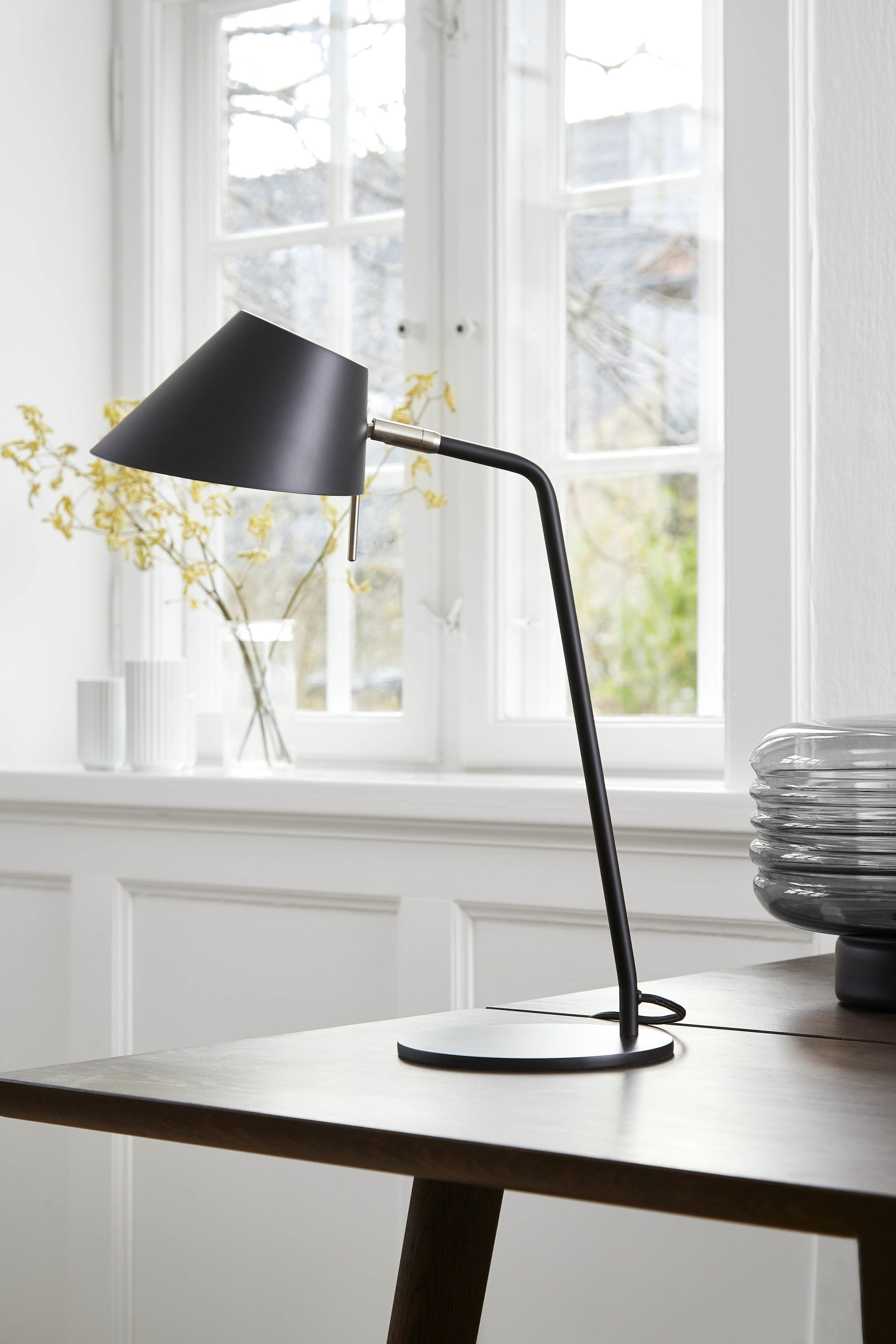 Office table lamp black matt - lifestyle Teglgårdsvej 2302.jpg