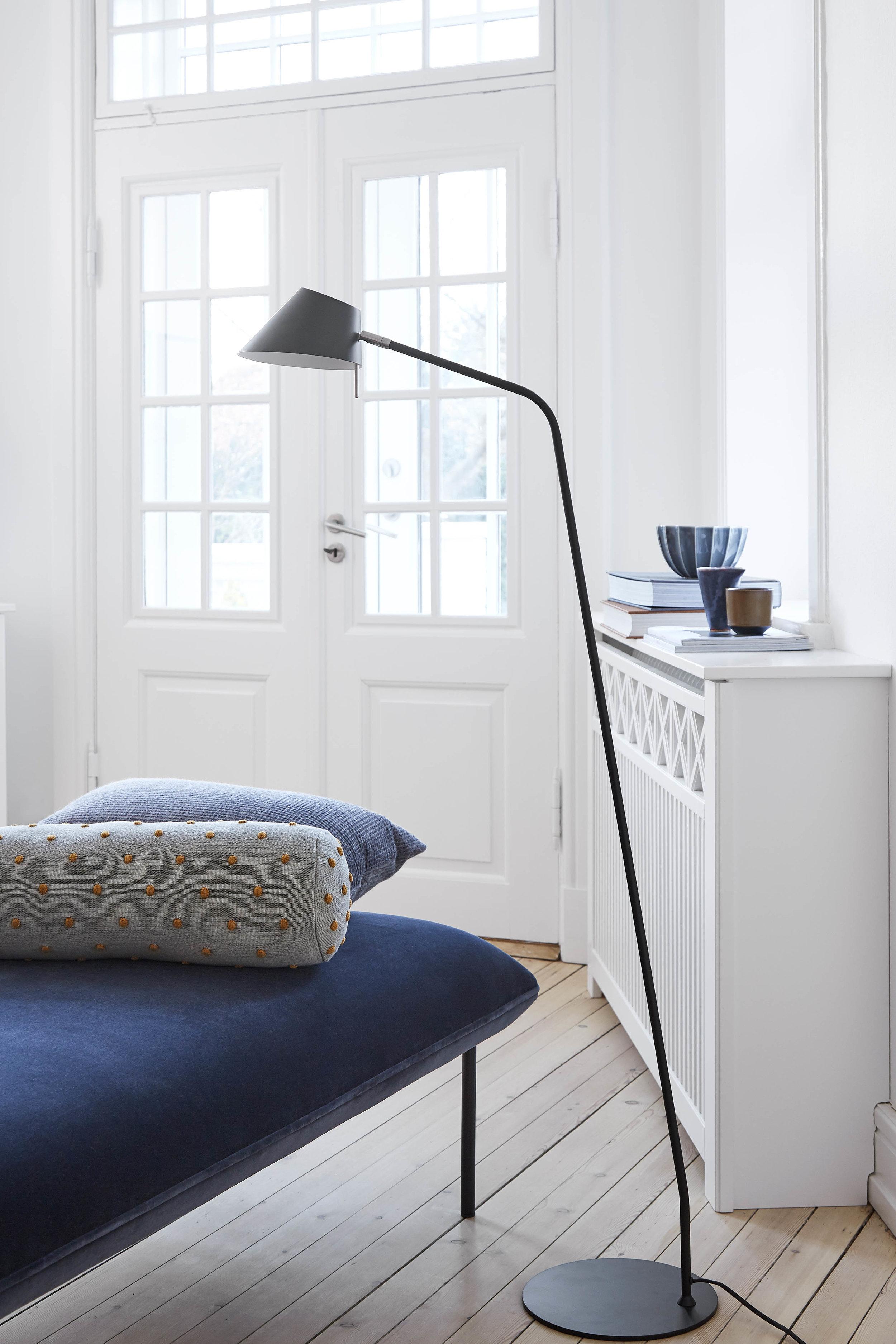 Office floor lamp black matt - lifestyle Teglgårdsvej 3302.jpg