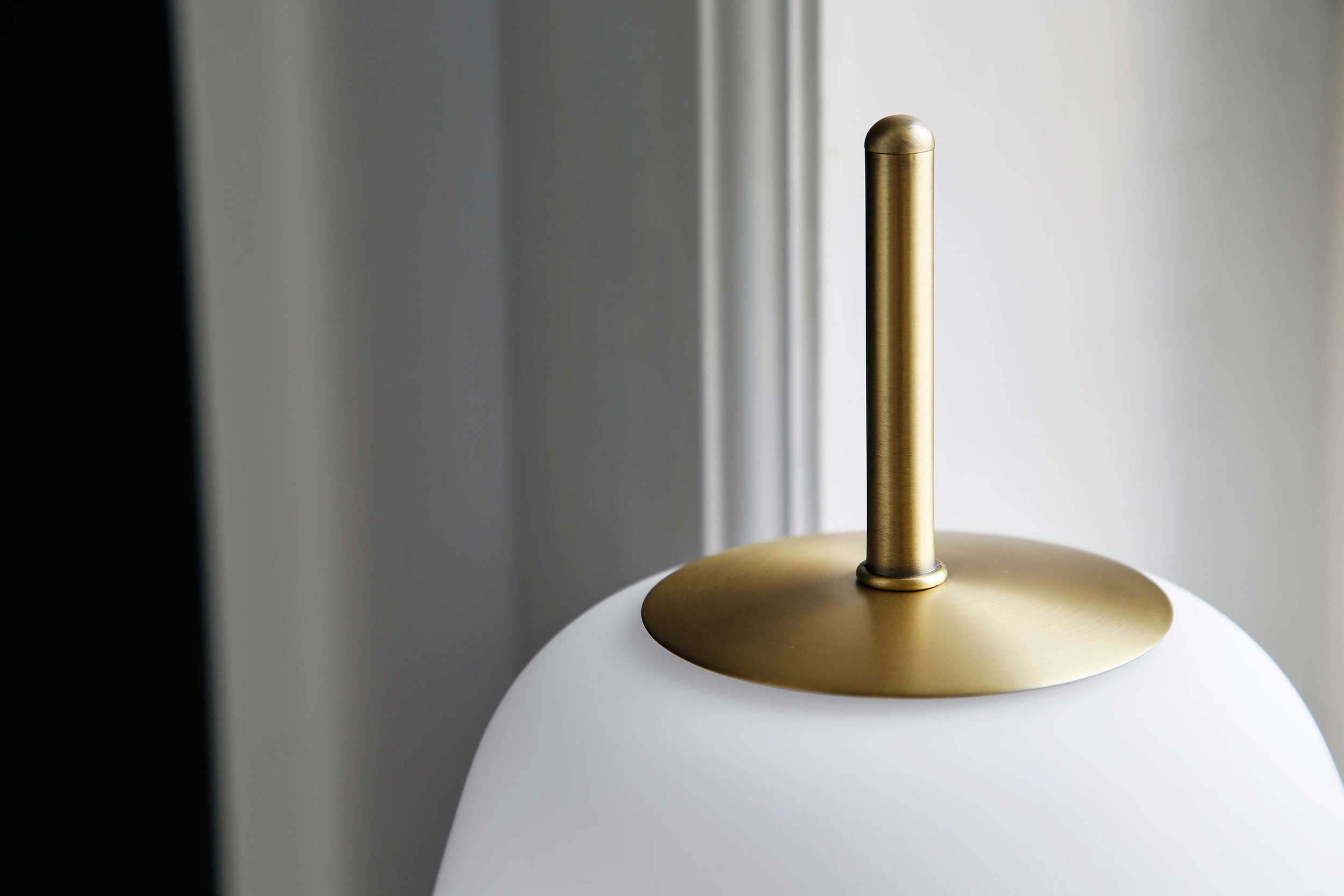 Silk-table-lamp-opal-white-glass-antique-brass---lifestyle-closeup-Teglgårdsvej-2577.jpg