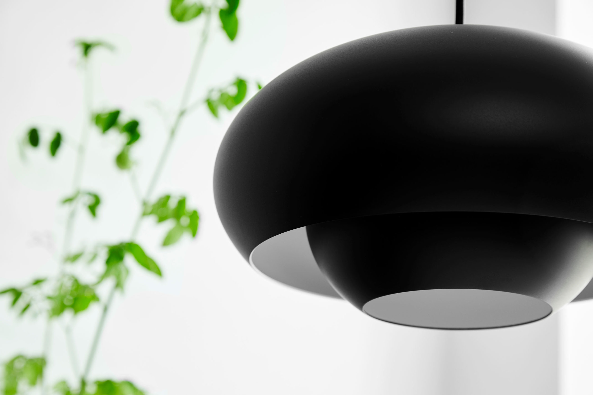 Champ-pendant-black-matt---Lifestyle-Close-up-Obdrupgaard-1575.jpg