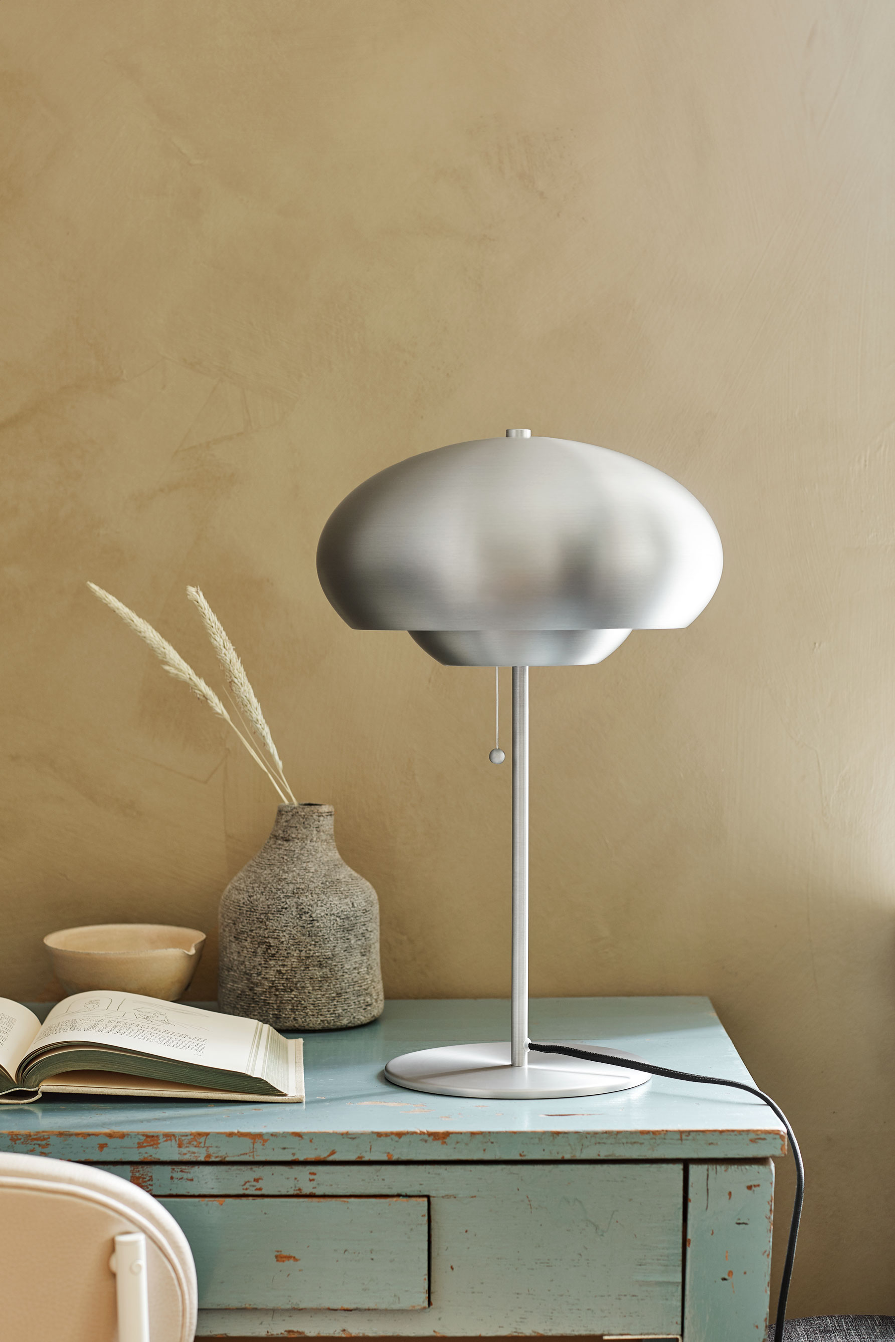 Champ-table-lamp-brushed-aluminium-matt---Lifestyle-Obdrupgård-2443.jpg