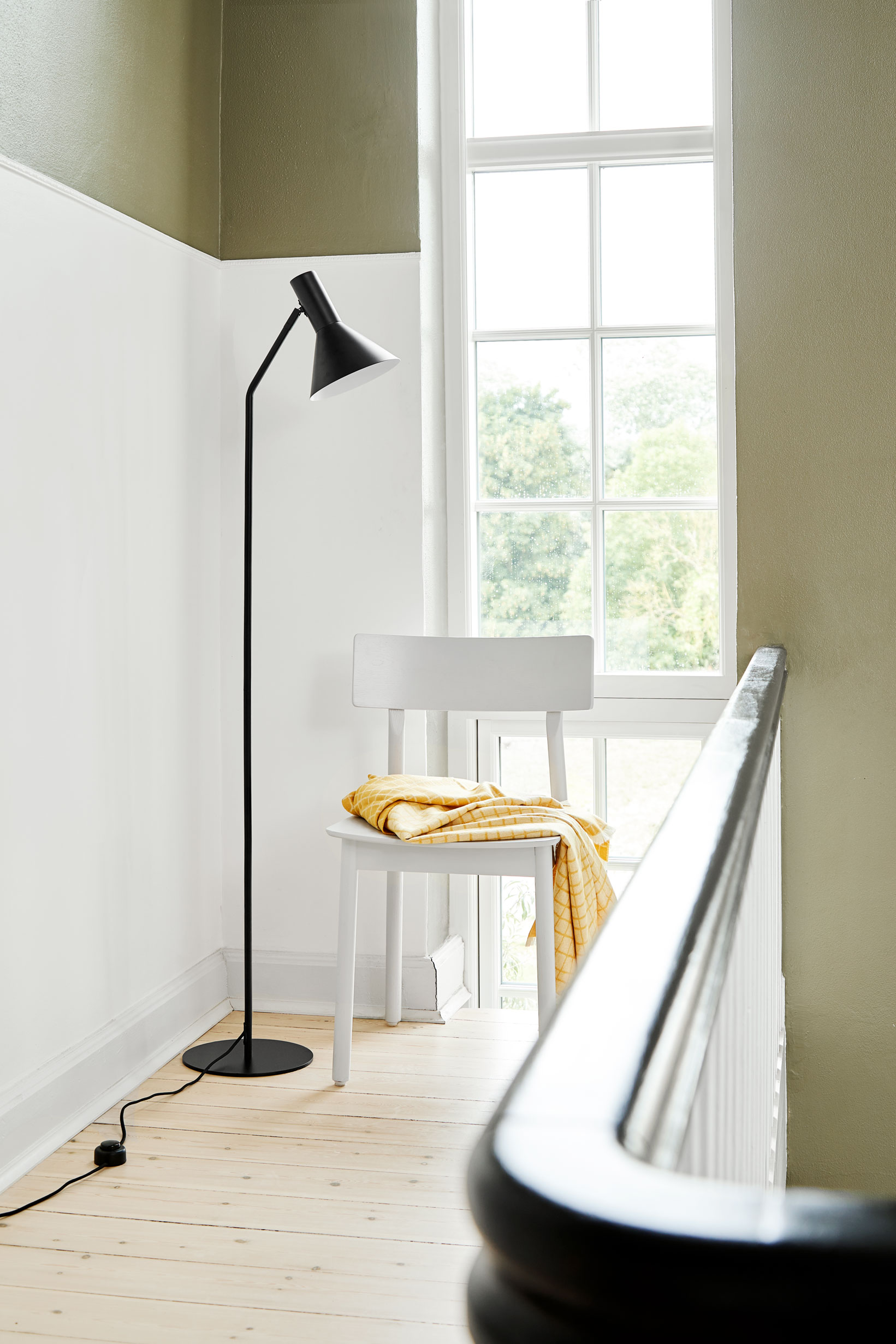 Lyss-floor-lamp-black-matt---Lifestyle-Obdrupgård-2509.jpg
