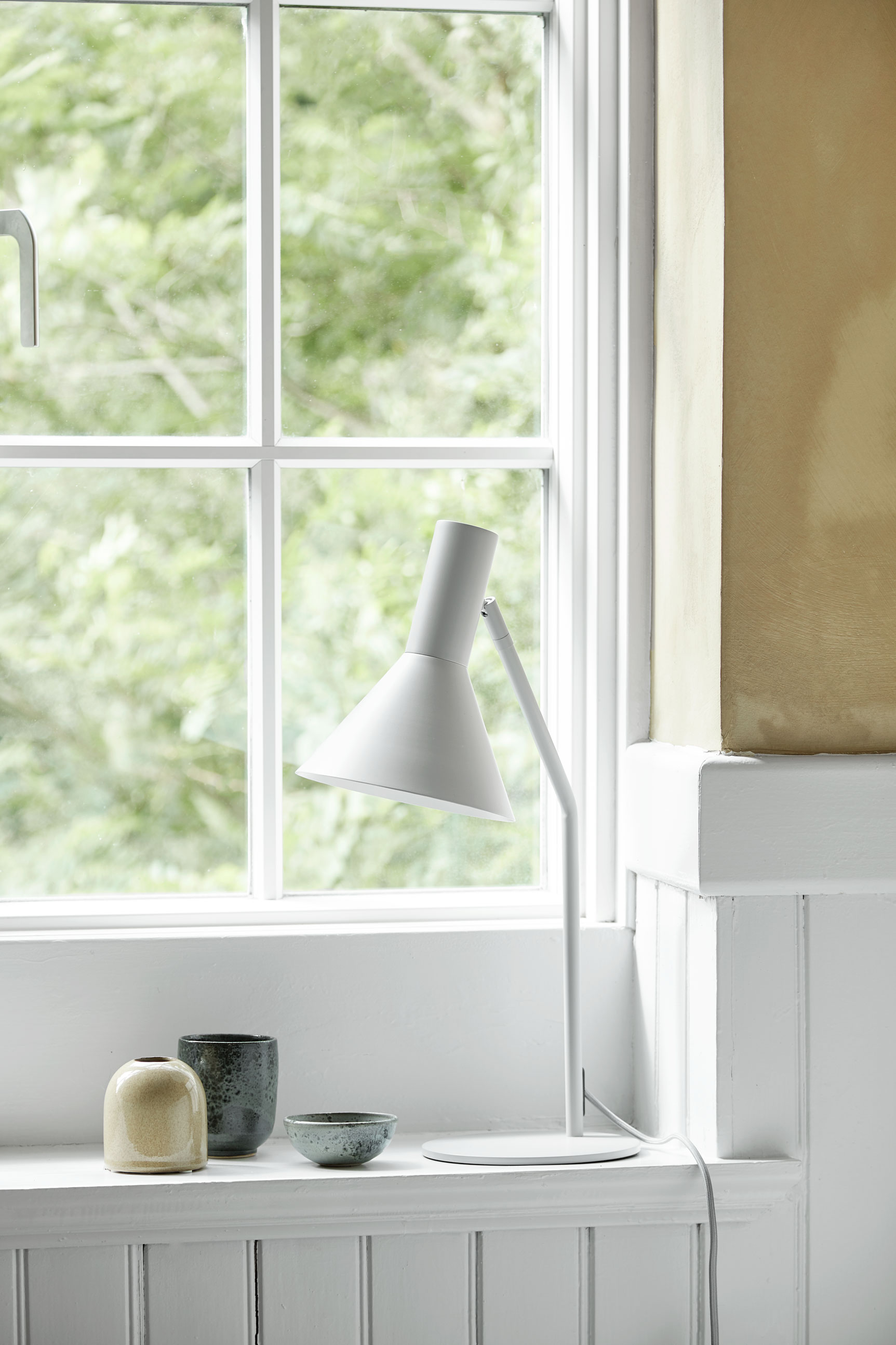 Metal table lamp with tip. Dimensions: H50 cm Variants: Black  (NEW)  | Almond  (NEW)  | Light Grey  (NEW)     MORE