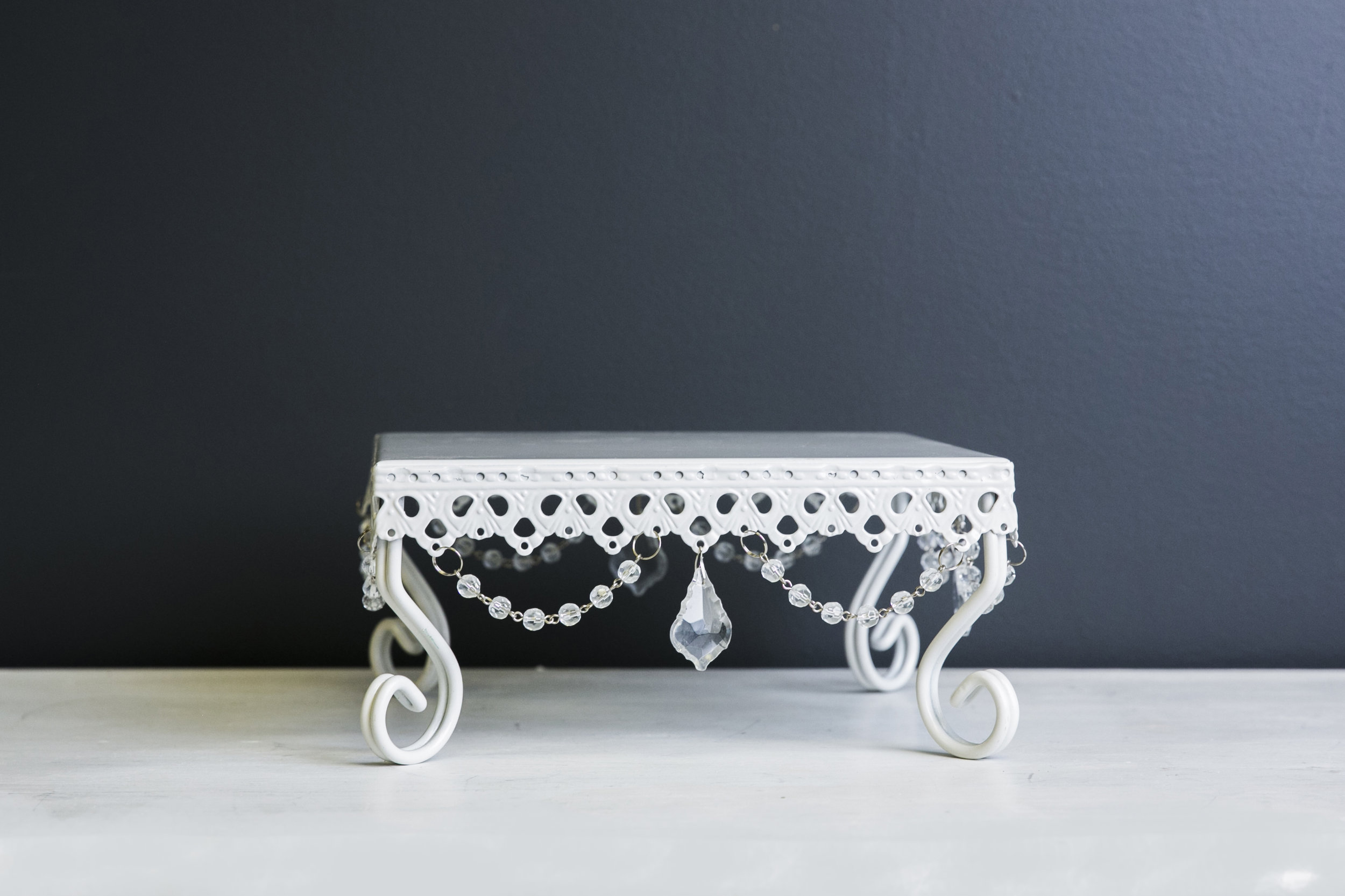Dessert Stand - Loopy White - M