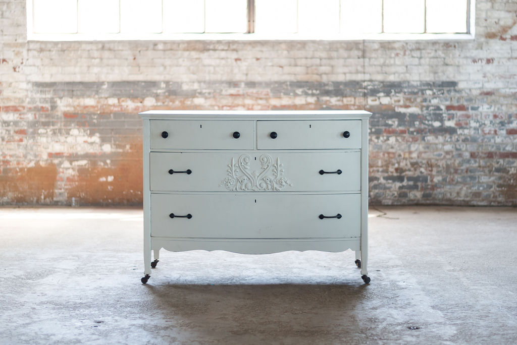 Aston Buffet (White-Ivory)