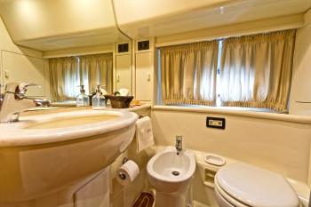 Lady+A+bathroom.jpg