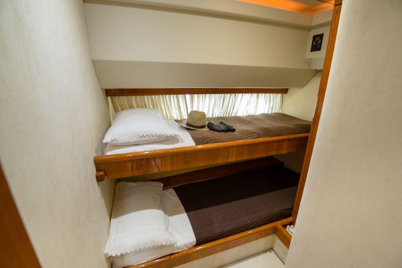 Ananas+upper+lower+cabin.jpg