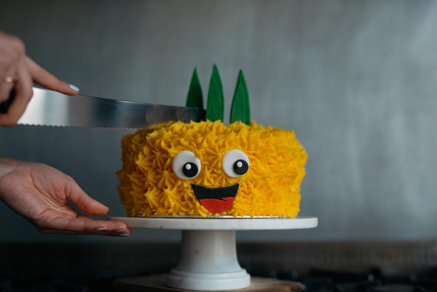 Bob the Pineapple Cake Kit
