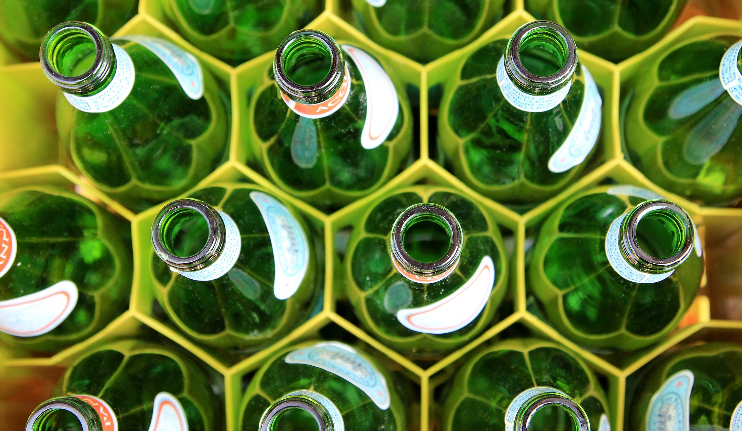 JUICE & BEVERAGE - For beverages and liquid food ingredients, UV Treatment offers the potential of a non thermal pasteurization technique that preserves the quality is cost effective, glass bottle friendly, and adaptable to a wide range of production scales. As clean label and nutrient dense food and drink become the market priority, FPE plans to make UV Treatment the industry standard.