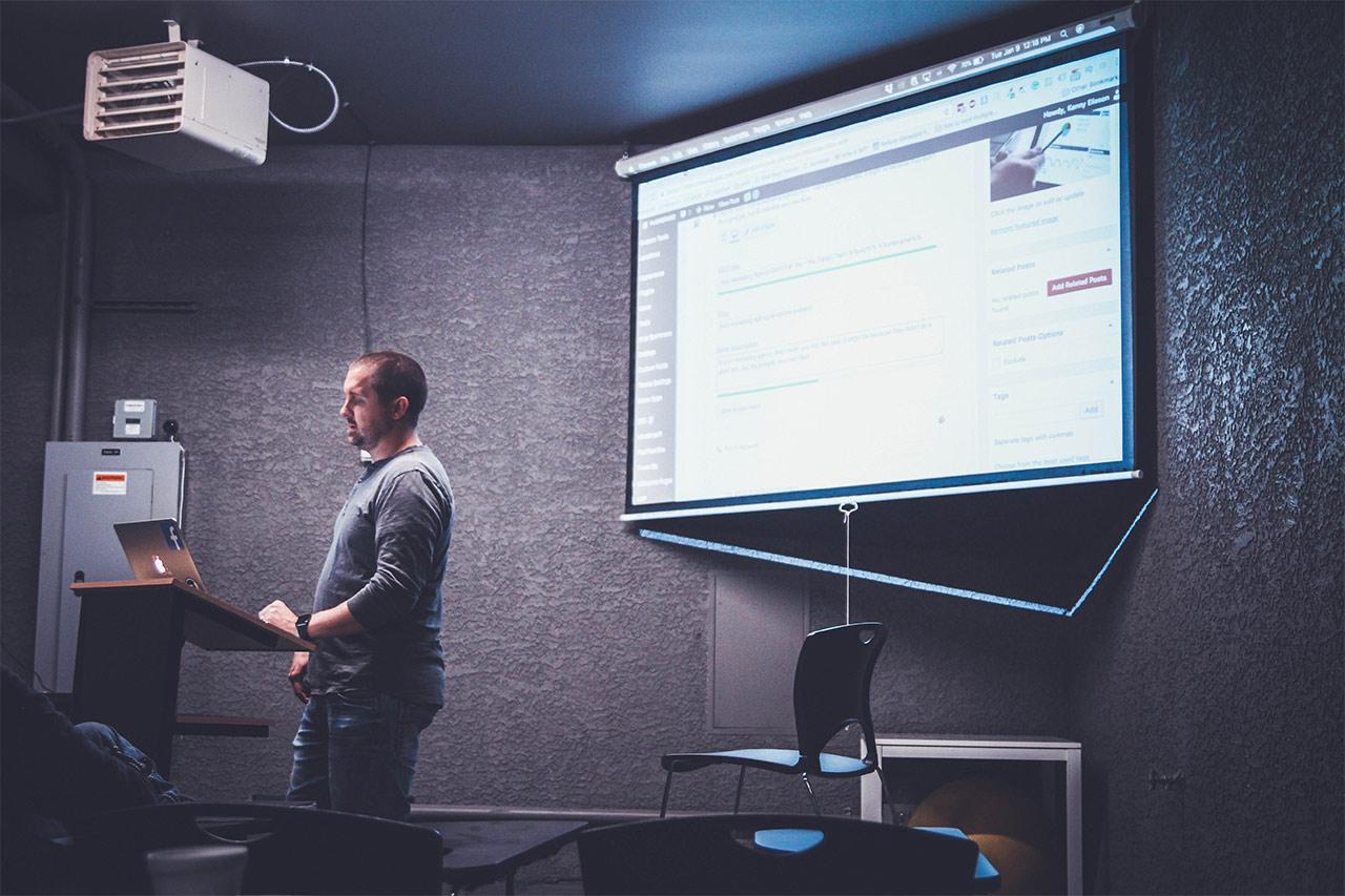 preparing-powerpoint-presentation.jpg