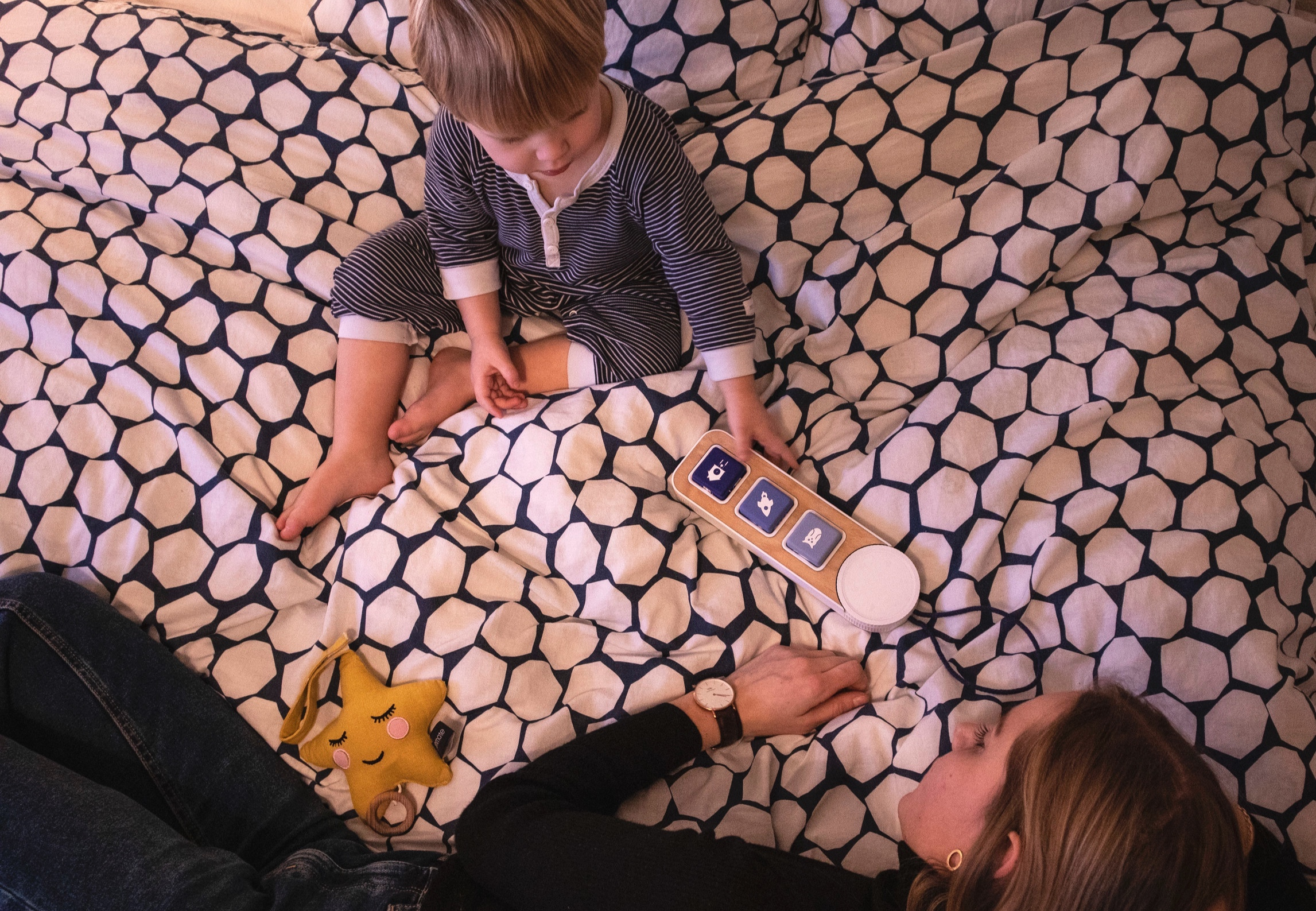 Daily ritual together - Parents use Sound Stories as an inspiration to create bedtime stories with their child. The cubes can also help the child to express feelings and to process the day.