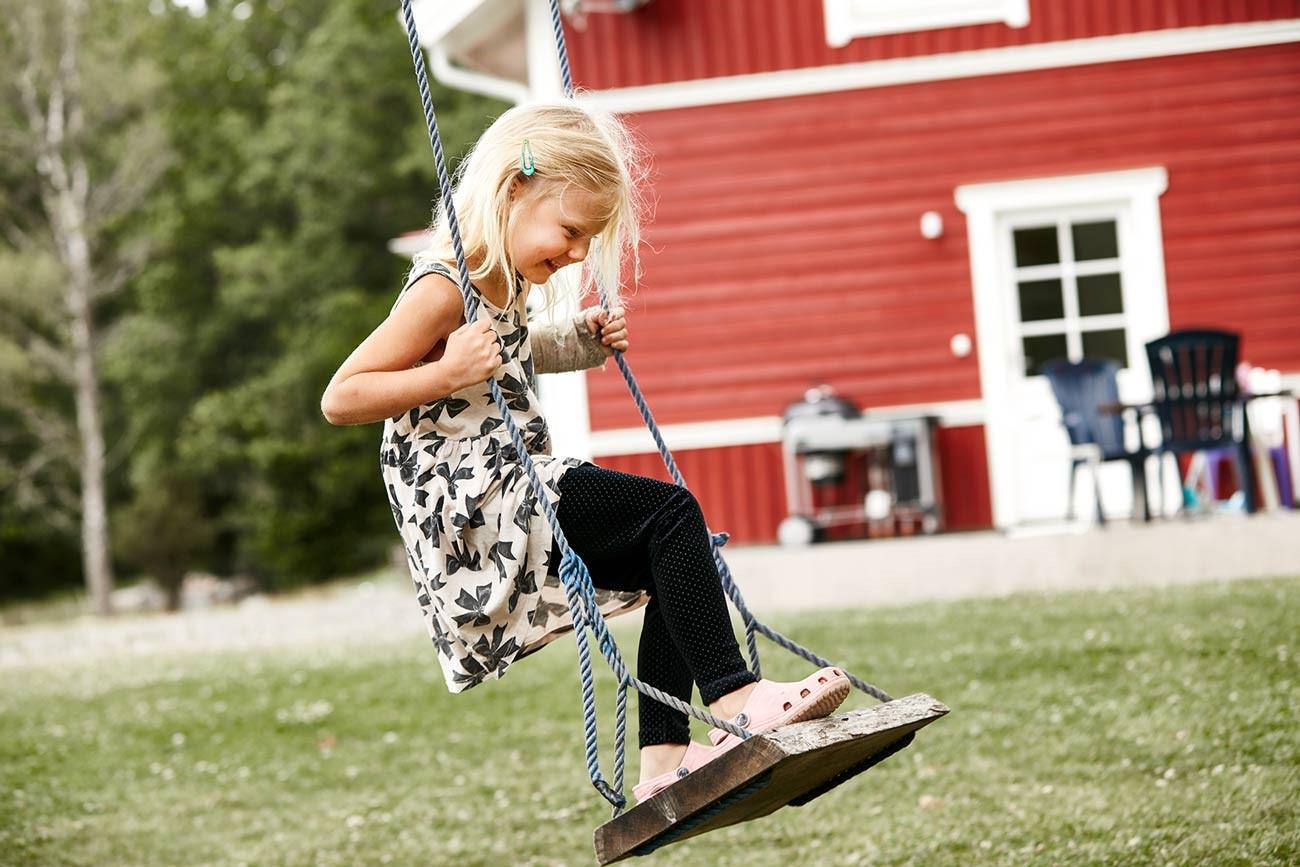 4950_Rosendal_barn som gungar.jpg