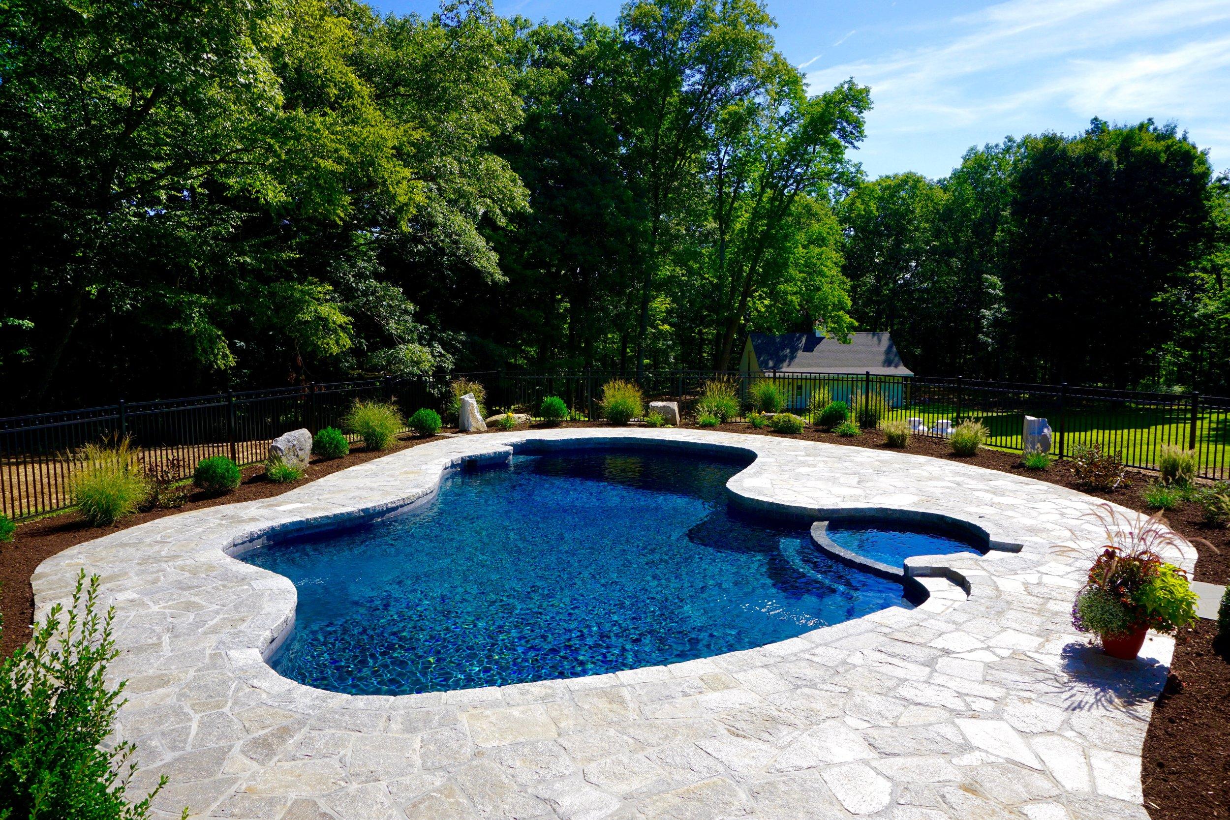 In-ground free form custom gunite swimming pool