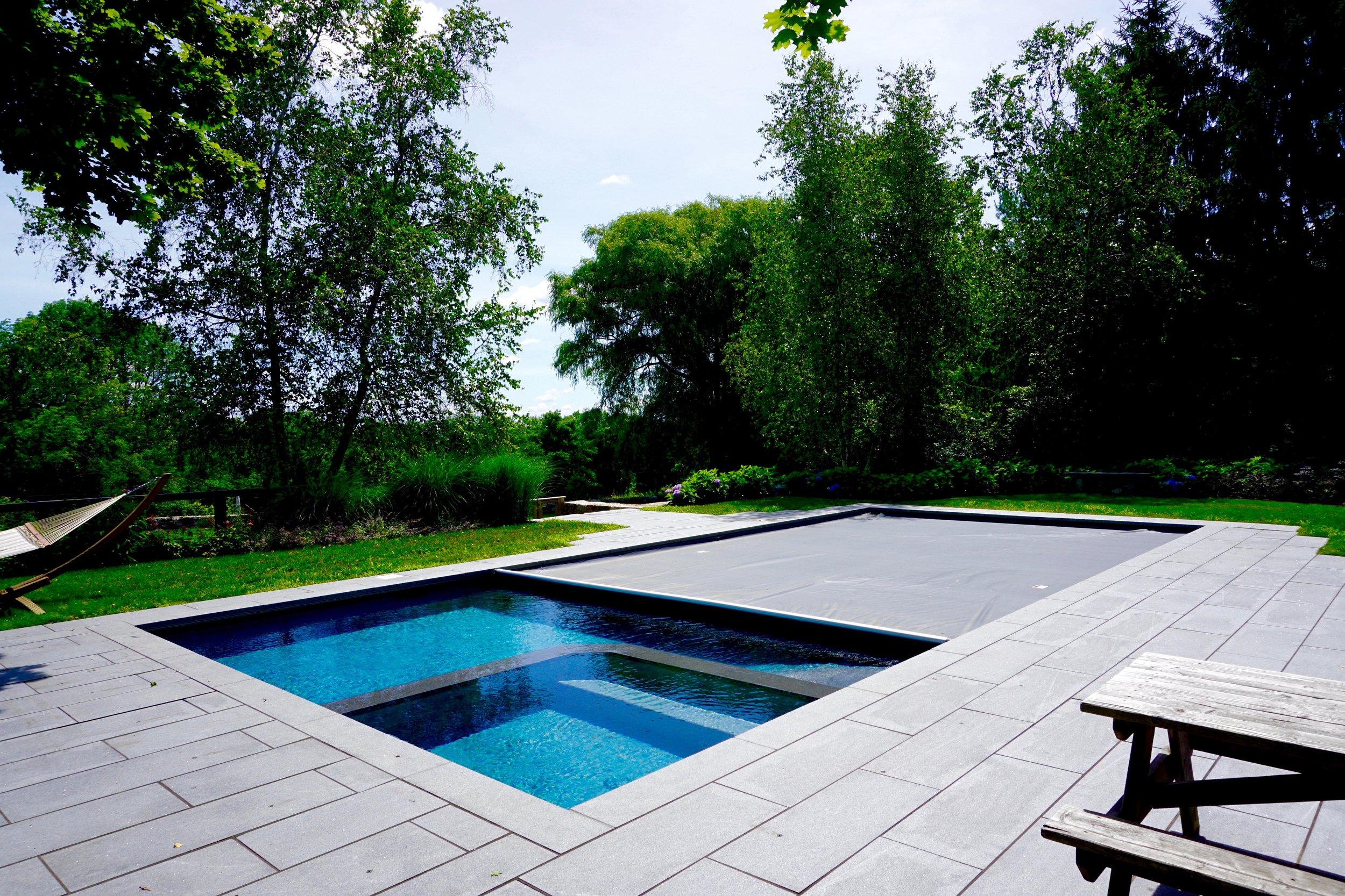 In-ground custom gunite swimming pool