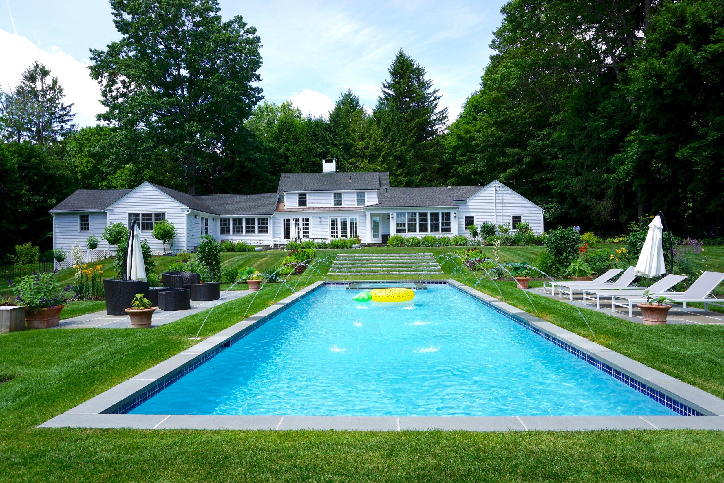 Custom in-ground gunite swimming pool