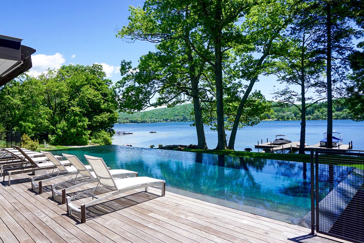 Vanishing edge custom gunite swimming pool
