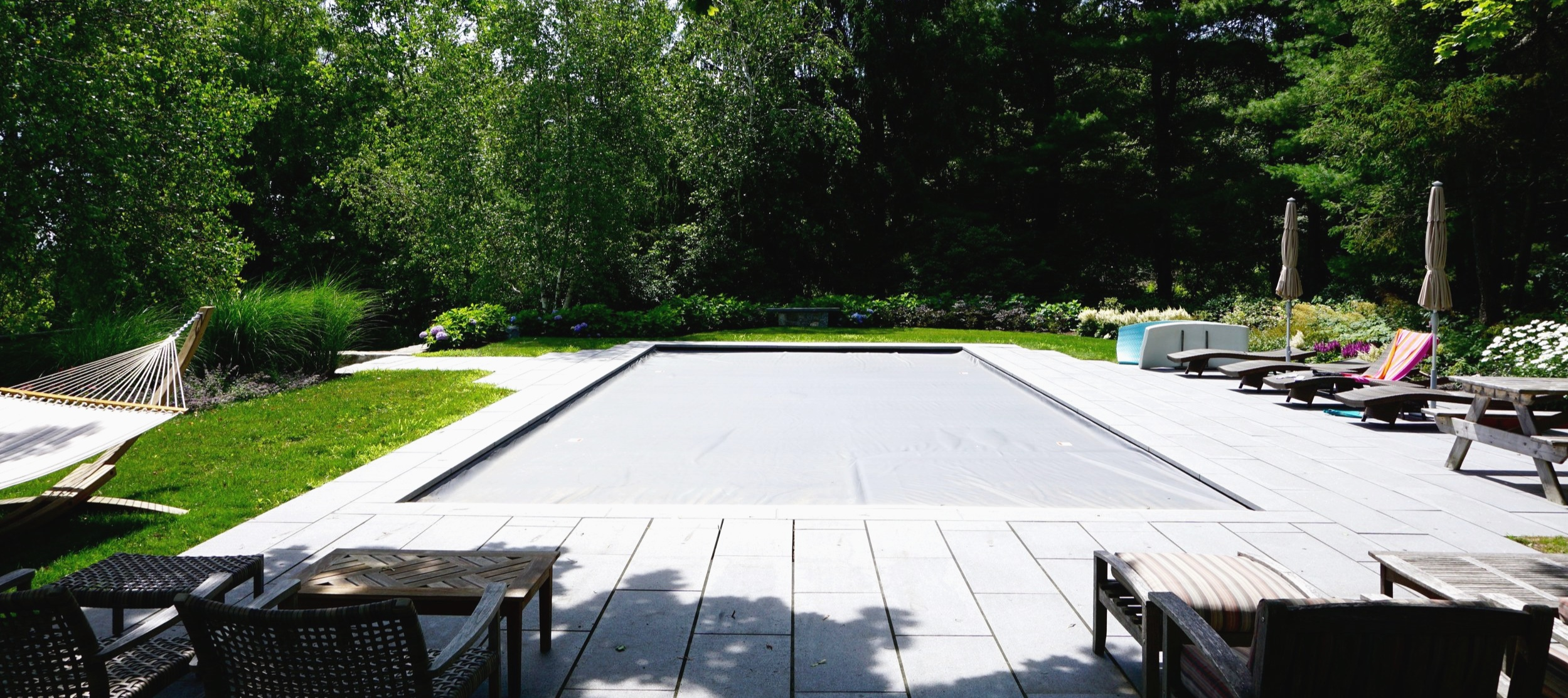 A closed Automatic Pool Cover on a pool in Litchfield, CT
