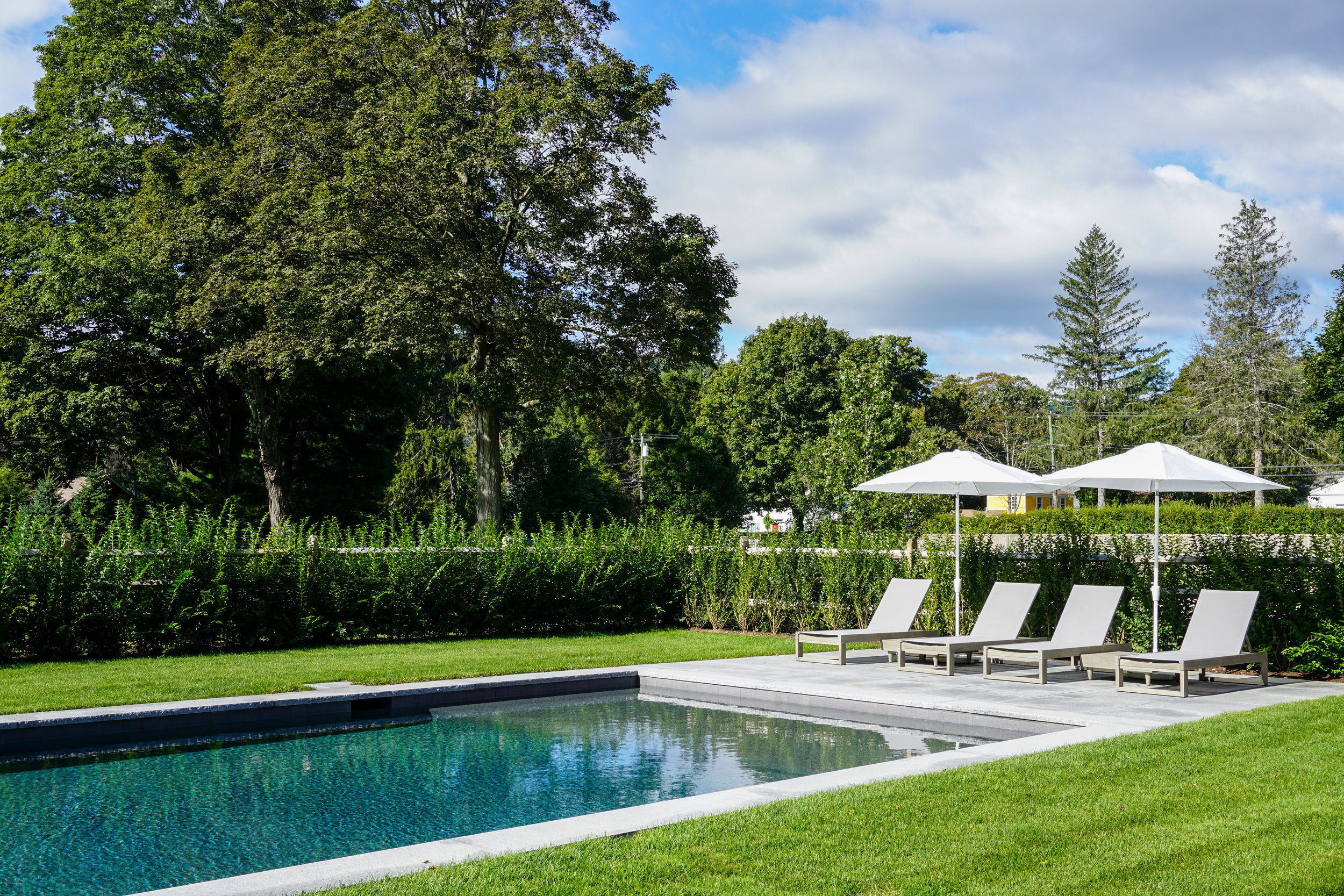In-ground gunite swimming pool