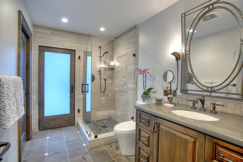 15977 Grandview Dr Monte-large-032-9-Hallway Bathroom Near Family-1500x1000-72dpi.jpg