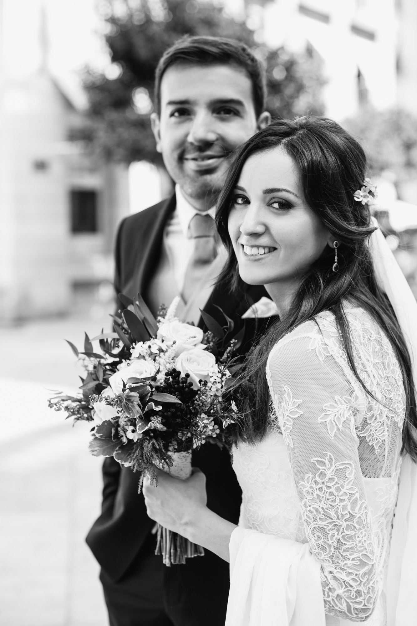 Un equipo increíble. La calidad de las fotos y el vídeo es excelente. Totalmente recomendables, majísimos y súper trabajadores. Se preocupan de cada detalle y saben perfectamente captar cada momento. Fueron los fotógrafos de nuestra boda. Artistas y profesionales como la copa de un pino. ¡¡Serán nuestros fotógrafos de las bodas de plata!! - - María Borja y Borja Gascón -