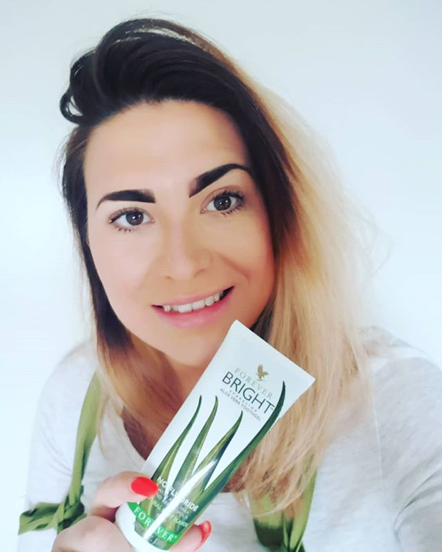 👄WHITE SMILE  COMPETITION 👄  I am looking for 15-20 people to take part in a white smile challenge for June.  All you need to do is switch your toothpaste with a trial product for 30 days, take before and after pictures and send me a pic of your results at the end of June 😁  Trial product price is £6  Message me to take part!!