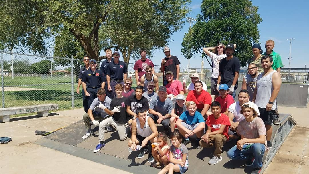 Photo of everyone at the cleanup for Stubbs skatepark