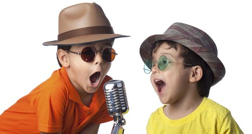 kids-singing-karaoke-dressed-up-in-fancy-dress-1471873234-large-article-0.jpg