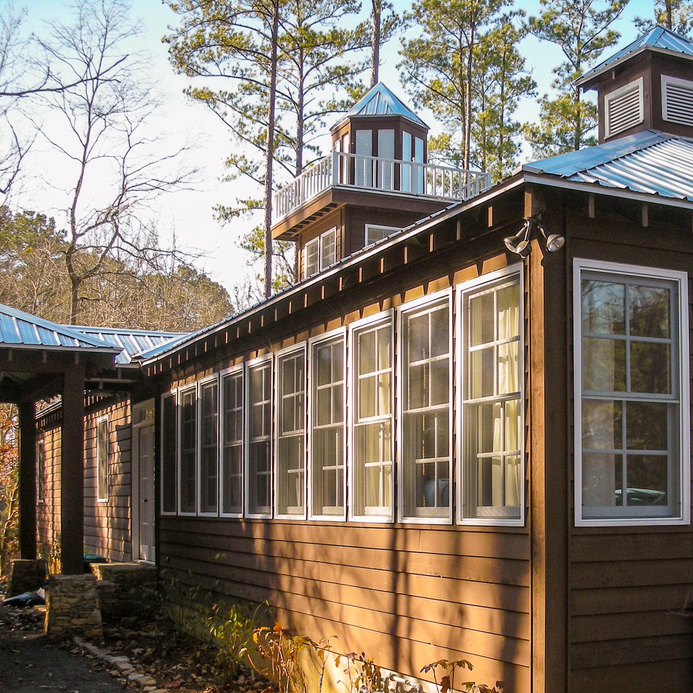 guntersville_lakehouse_03_sleeping_porch_porte_cochere_lantern_cupola_view_1500.jpg