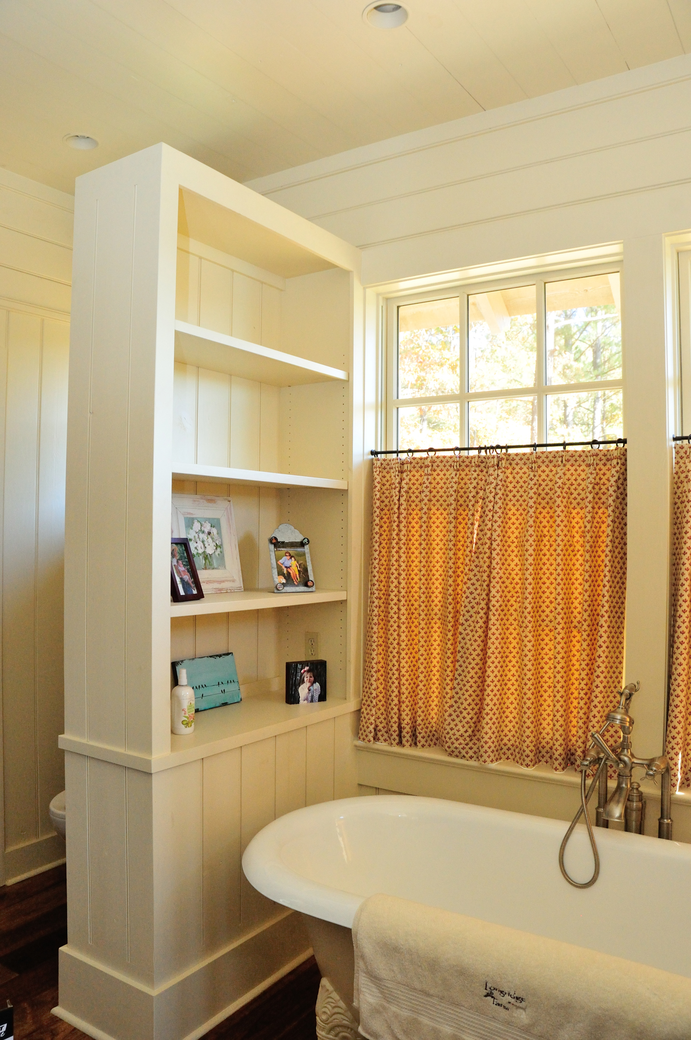 longridge_farm_lakehouse_04_lake_house_her_master_bathroom_bath_room_claw_foot_tub_wood_panel_1300.jpg